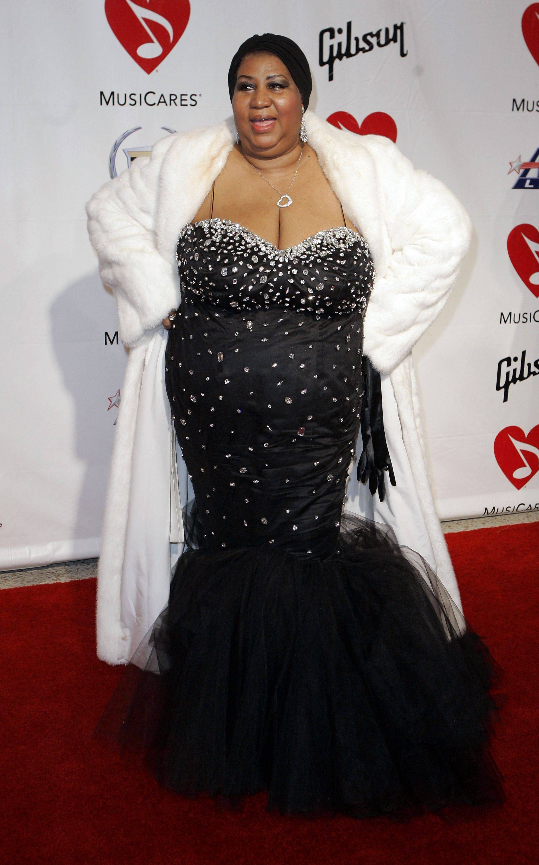 Aretha Franklin poses as she arrives at the MusiCares tribute to her where she was honored as their person of the year, Friday night, Feb. 8, 2008, in Los Angeles.