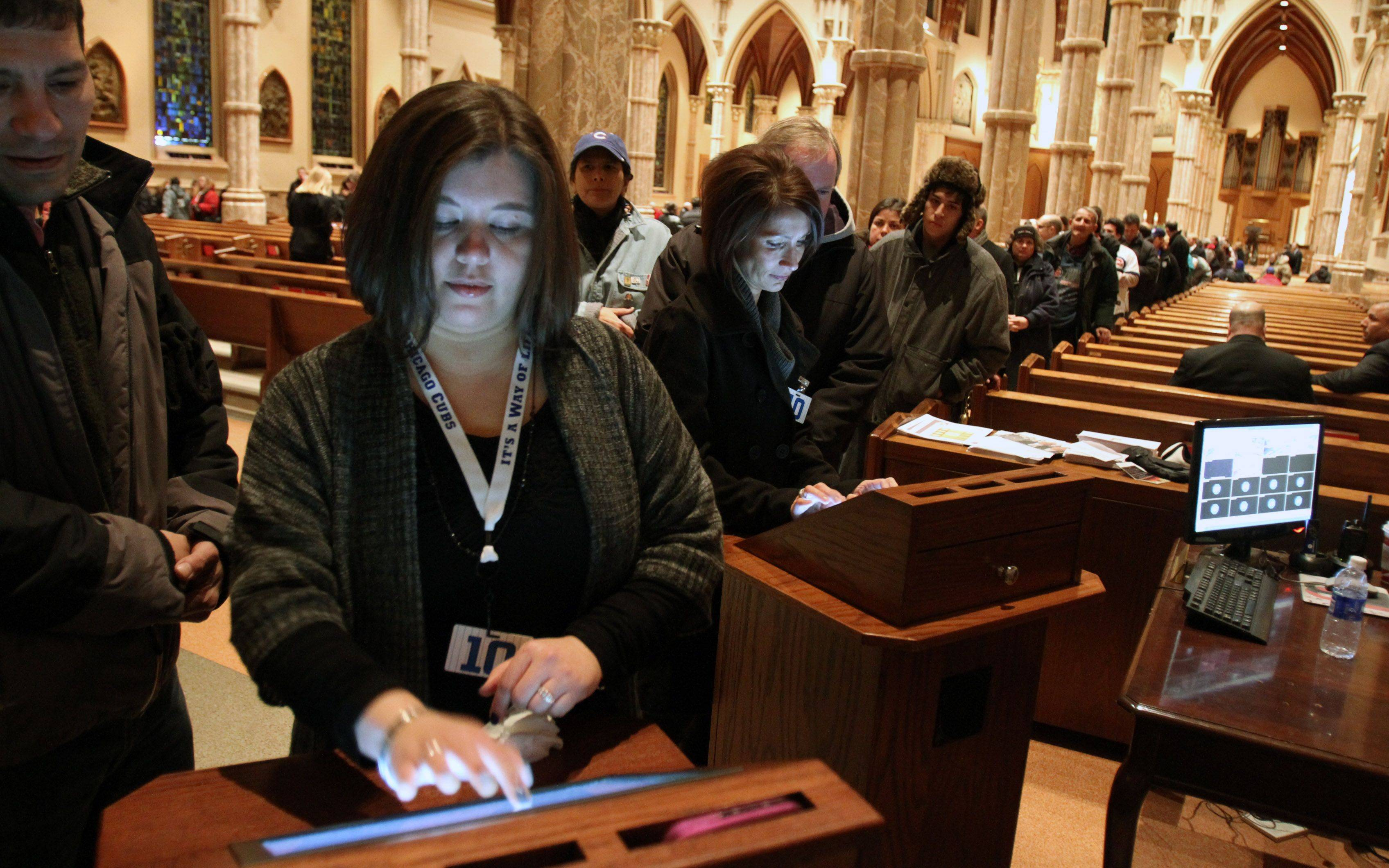 Chicago Cubs employees were typing in messages by fans at the public visitation for Ron Santo.