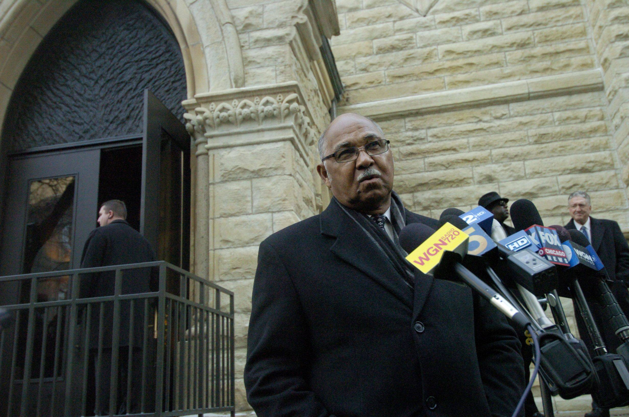 Billy Williams speaks before Ron Santo's funeral at Holy Name Cathedral.