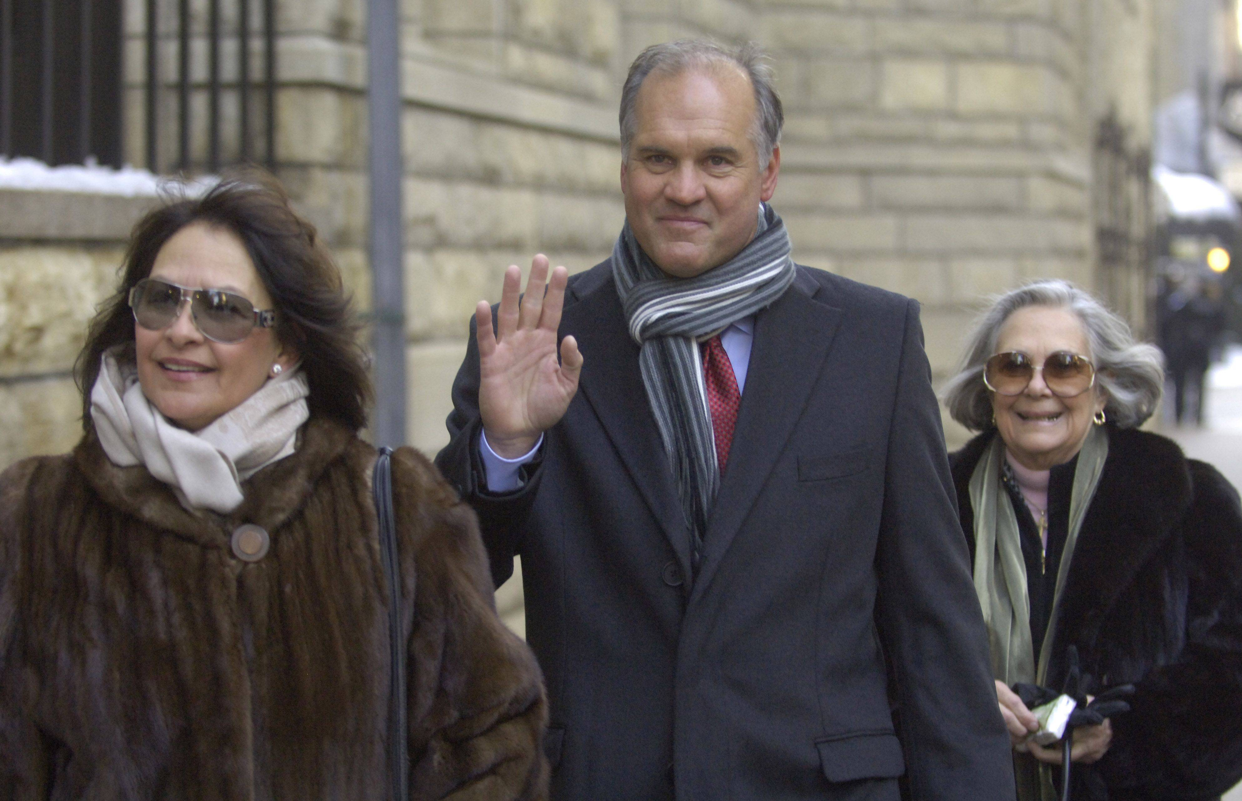 Cubs Hall of Famer Ryne Sandberg arrives with his wife, Margaret, left, and Dutchie Caray before Ron Santo's funeral.