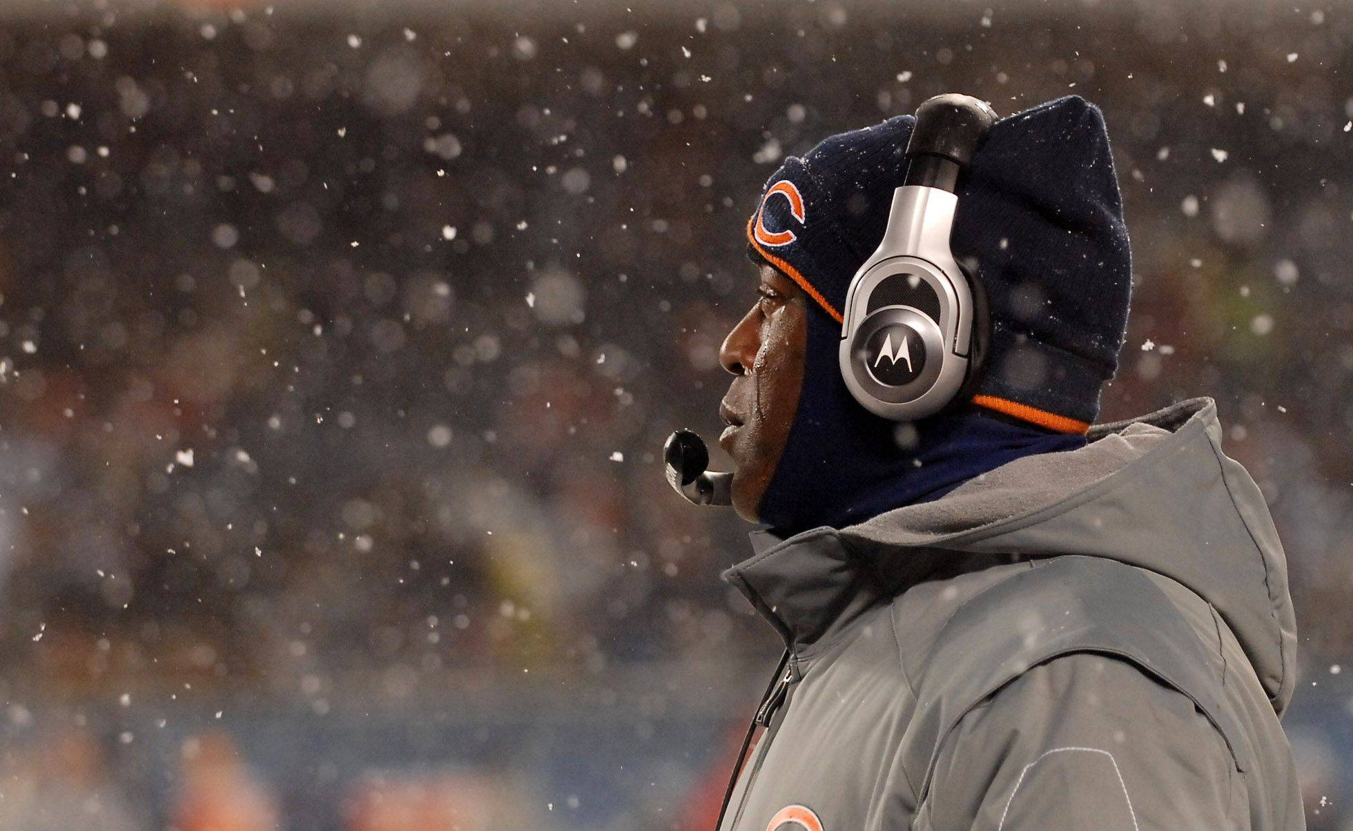 Chicago Bears head coach Lovie Smith watches the action.