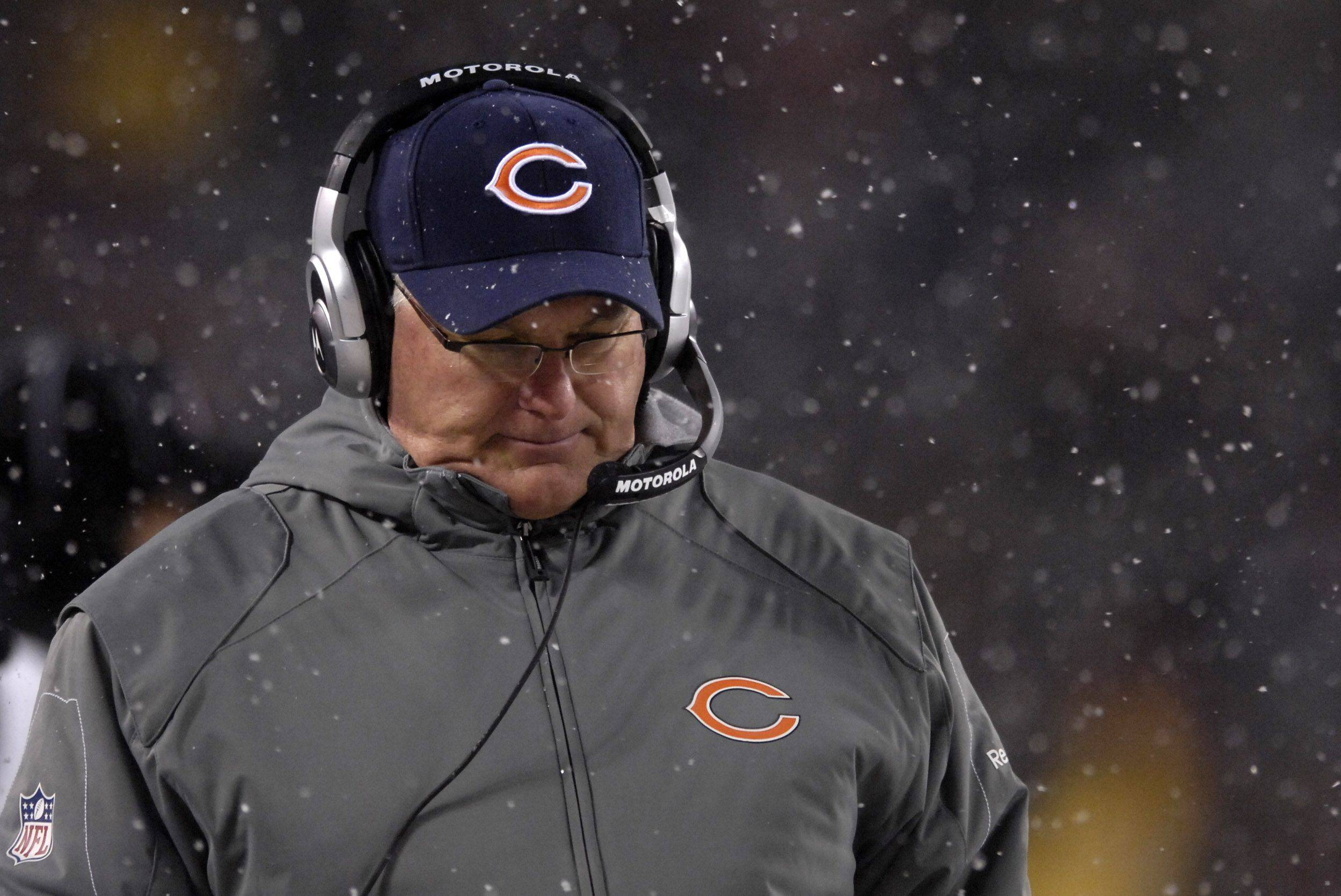 Bears offensive coordinator Mike Martz walks the sideline.