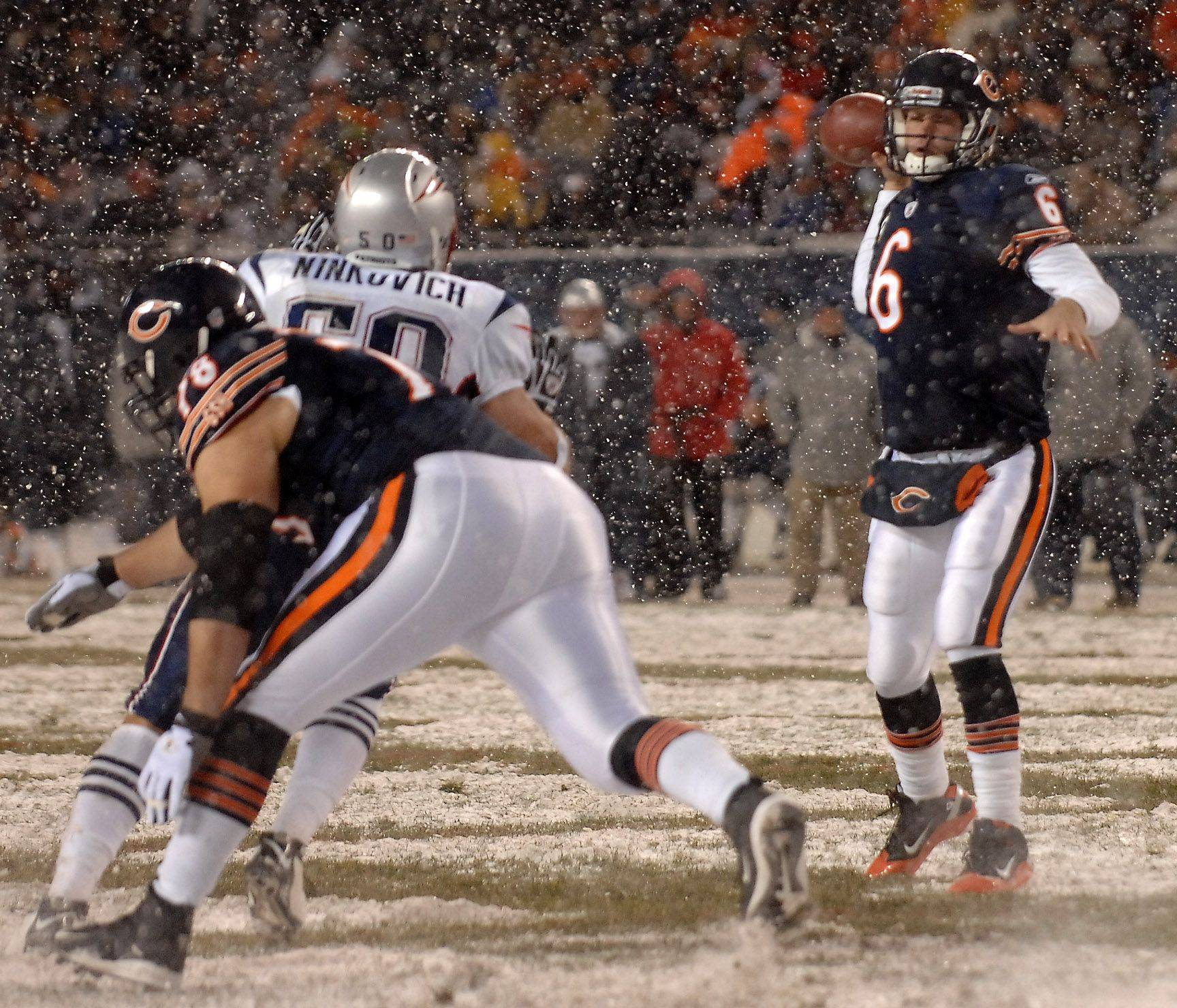 Chicago Bears quarterback Jay Cutler looks for a receiver.