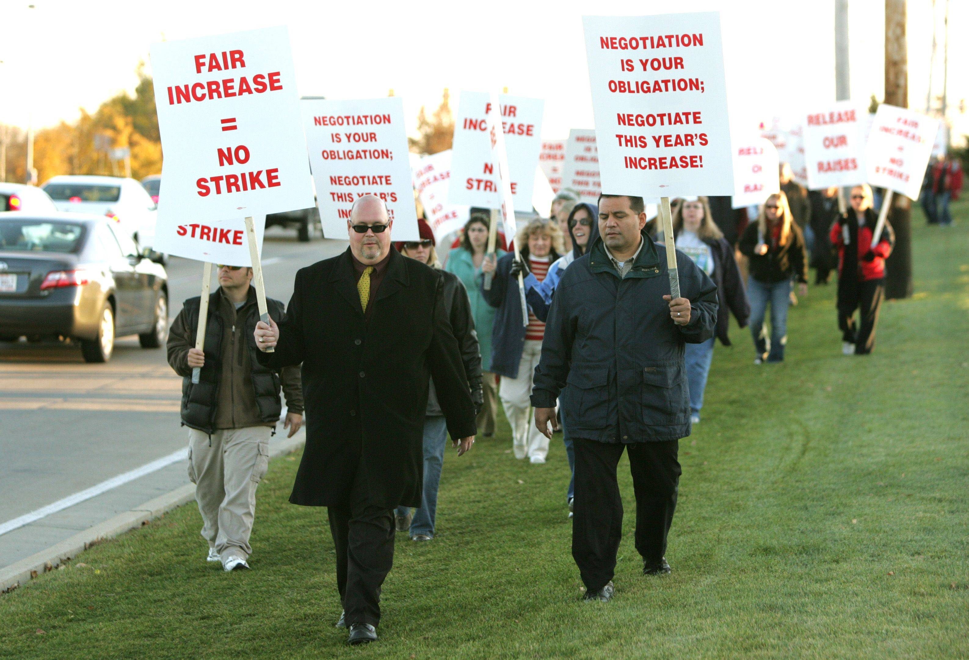 District 211 teachers picket in Palatine in preparation for a possible strike in 2007. Kevin Palmer, center, a Fremd social studies teacher, walks the line.