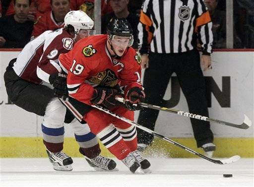 Blackhawks' Jonathan Toews, right, and the Avalanche's Matt Duchene, left, chase the puck during the first period.