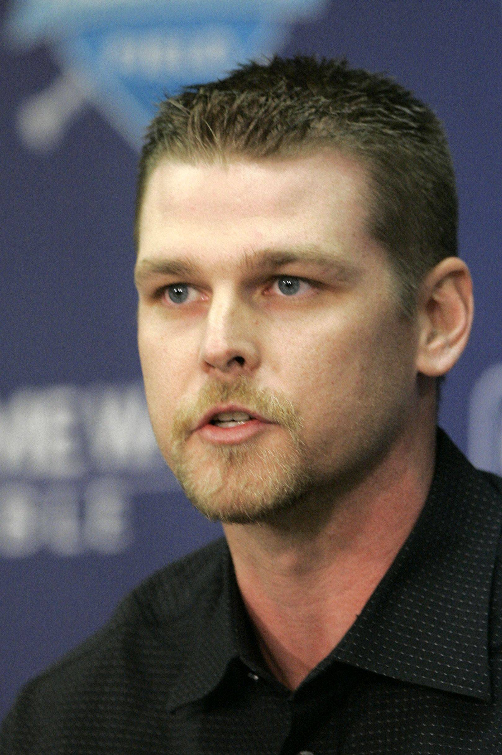 After playing for the Indians and the Yankees, Kerry Wood will return to the Cubs as a setup man for closer Carlos Marmol.