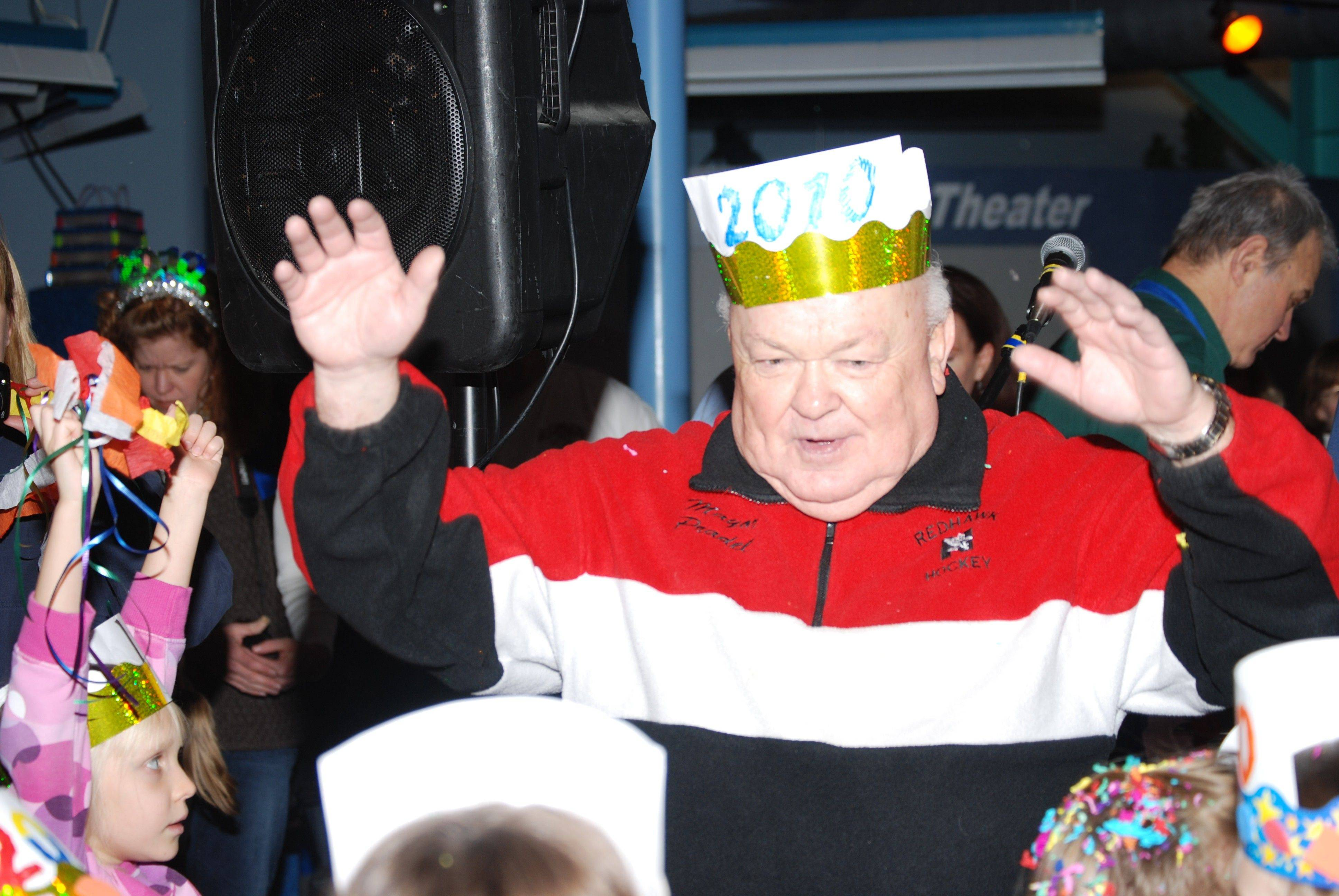 Naperville Mayor A. George Pradel will lead the official early countdown to 2011 -- at noon on Friday, Dec. 31, -- at the DuPage Children's Museum's Bubble Bash 2010 Blast Off! event.