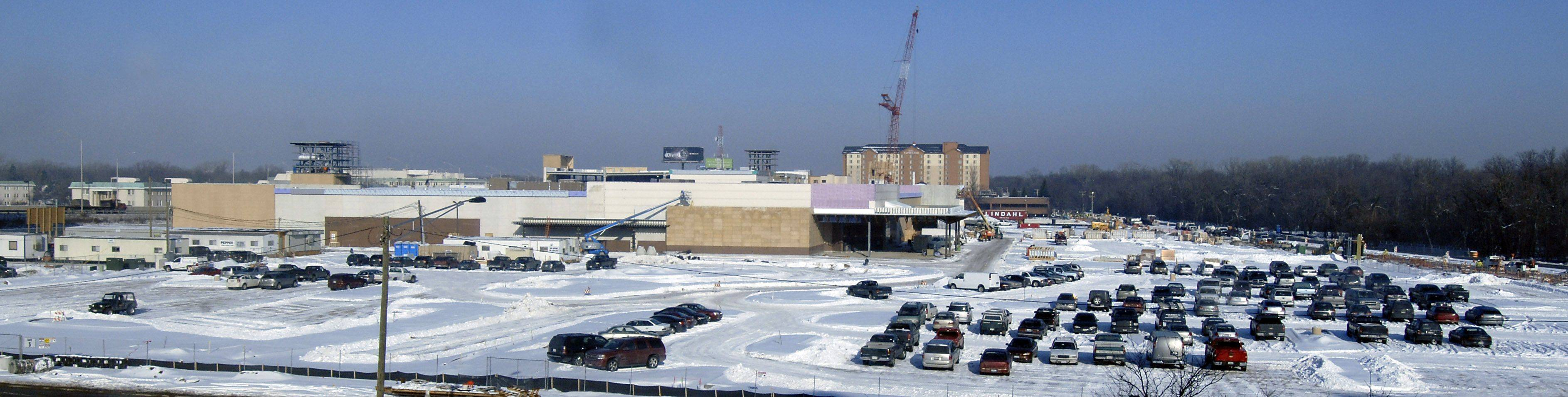 Overall view of DesPlaines casino under construction along River Road.