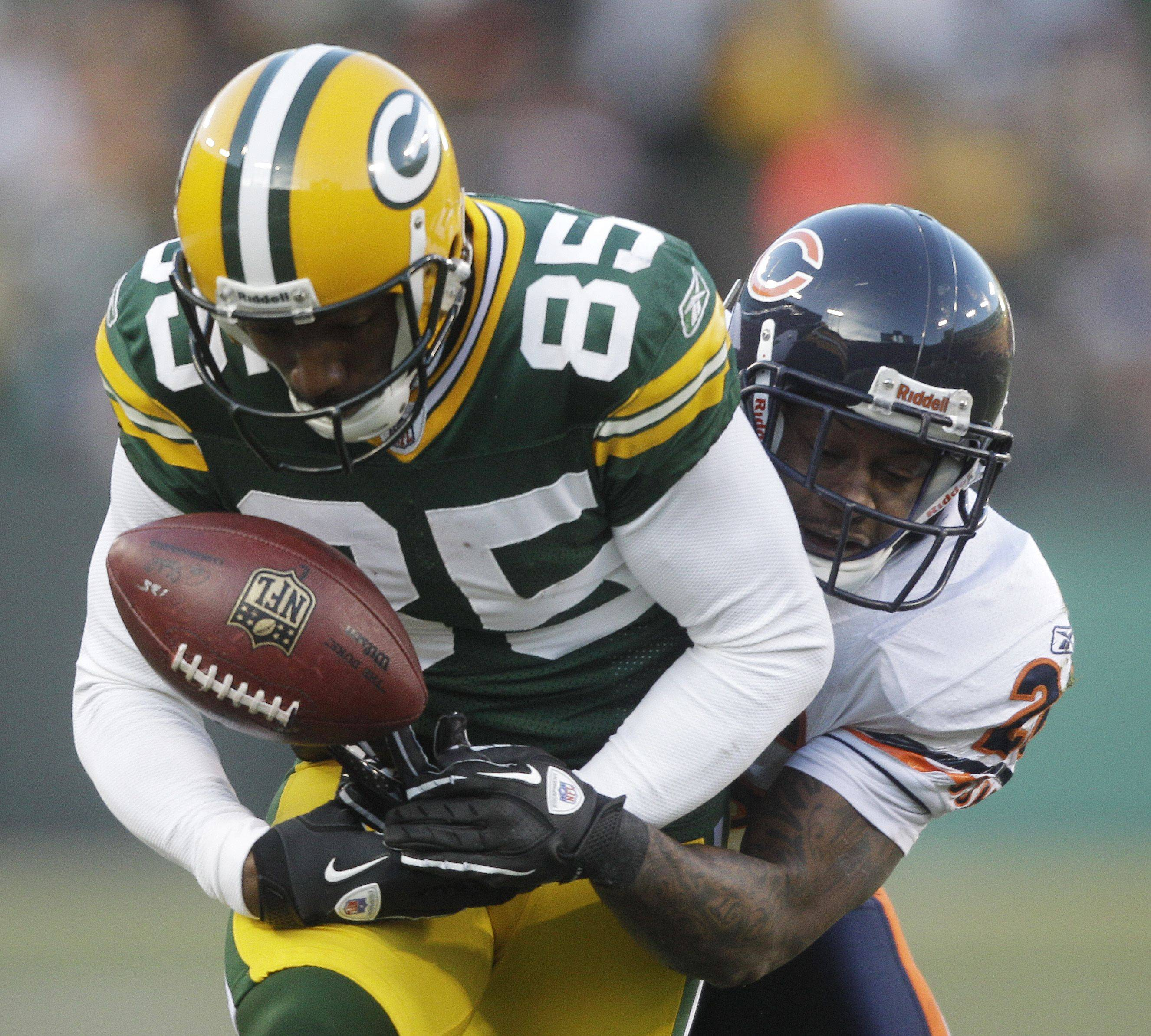 Chicago Bears' Tim Jennings breaks up a pass intended for Green Bay Packers' Greg Jennings during the first half.