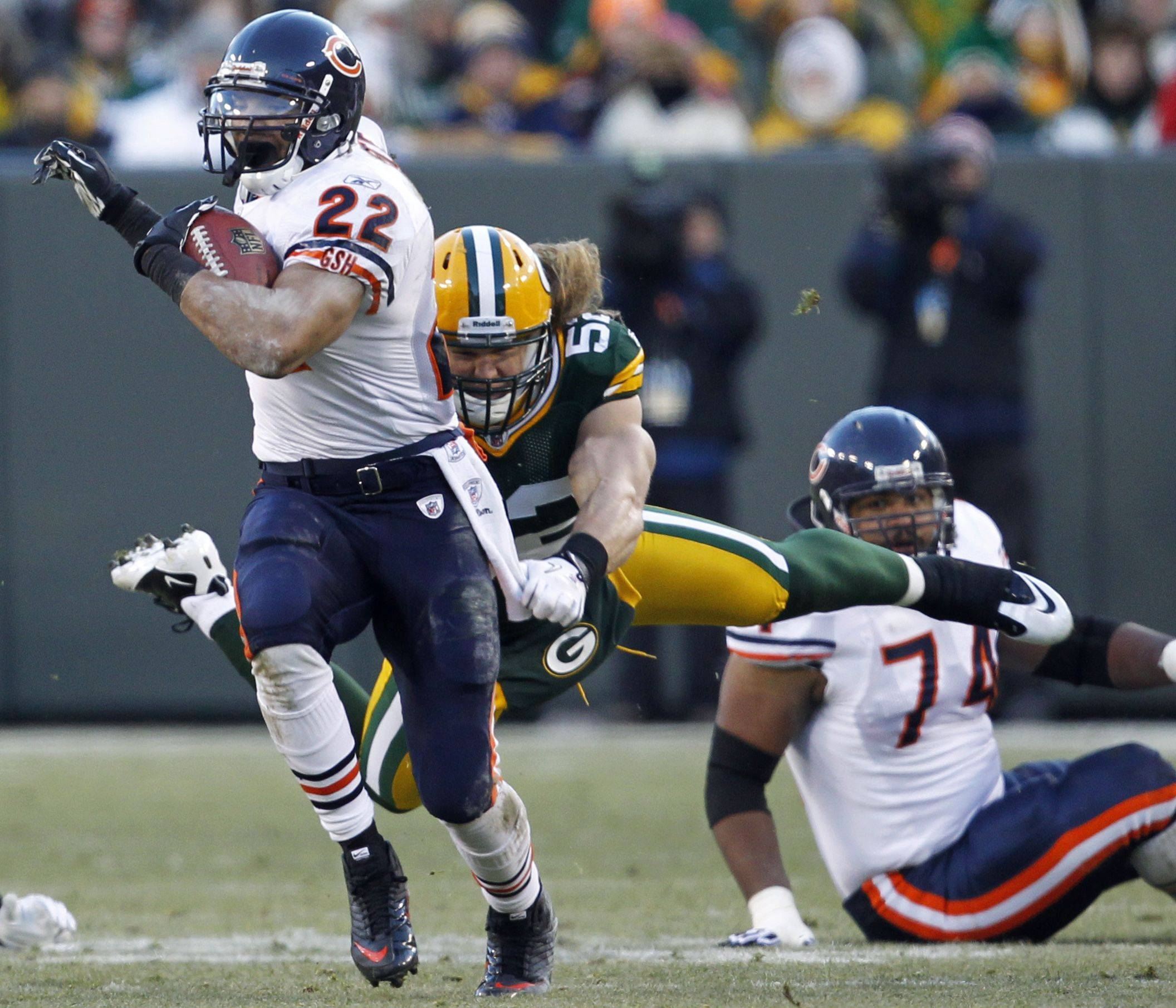 Green Bay Packers' Clay Matthews tries to tackle Chicago Bears' Matt Forte during the first half.
