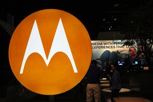 Motorola formally splits; companies begin trading