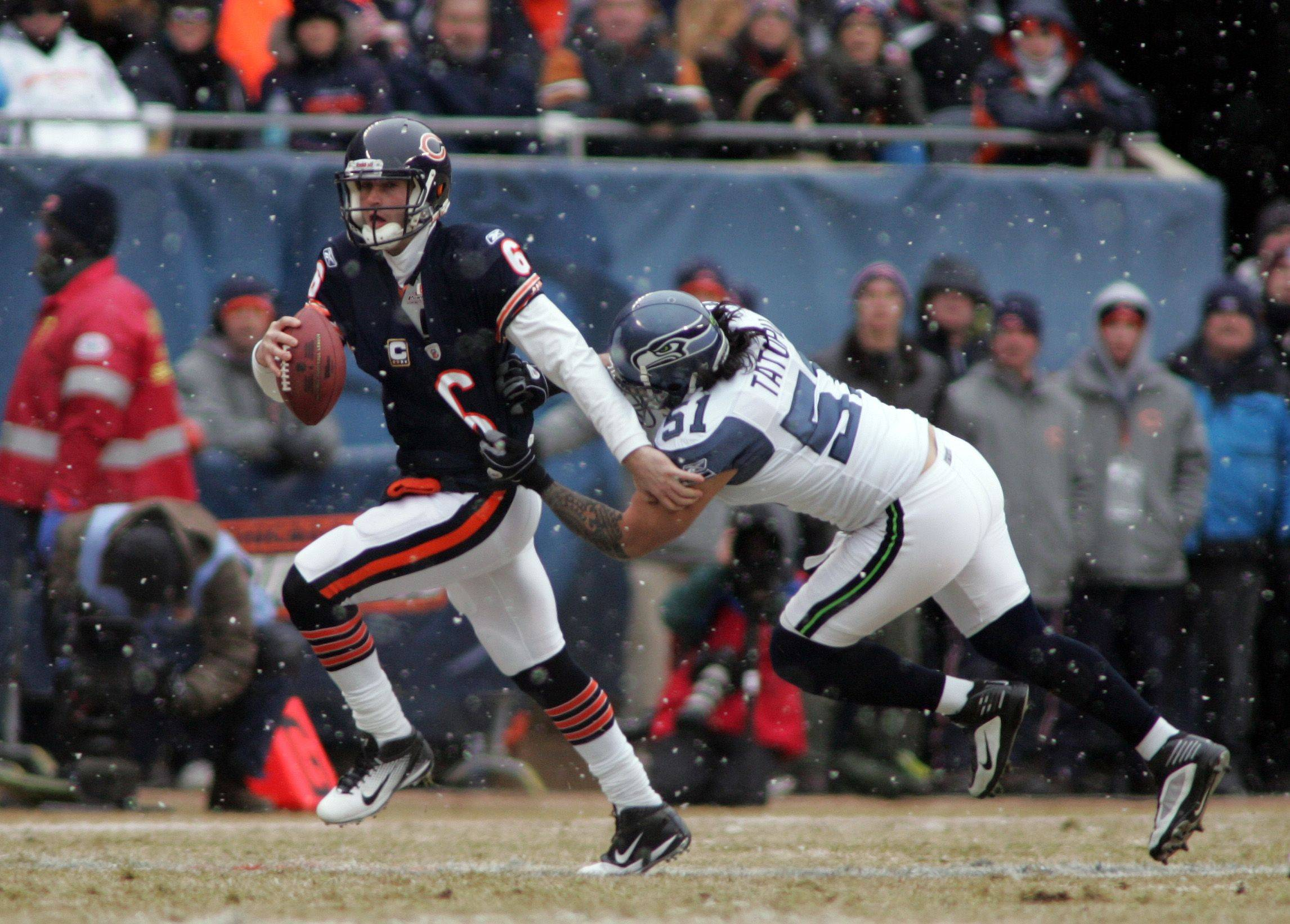 Busting loose, Cutler's running makes Seahawks sick