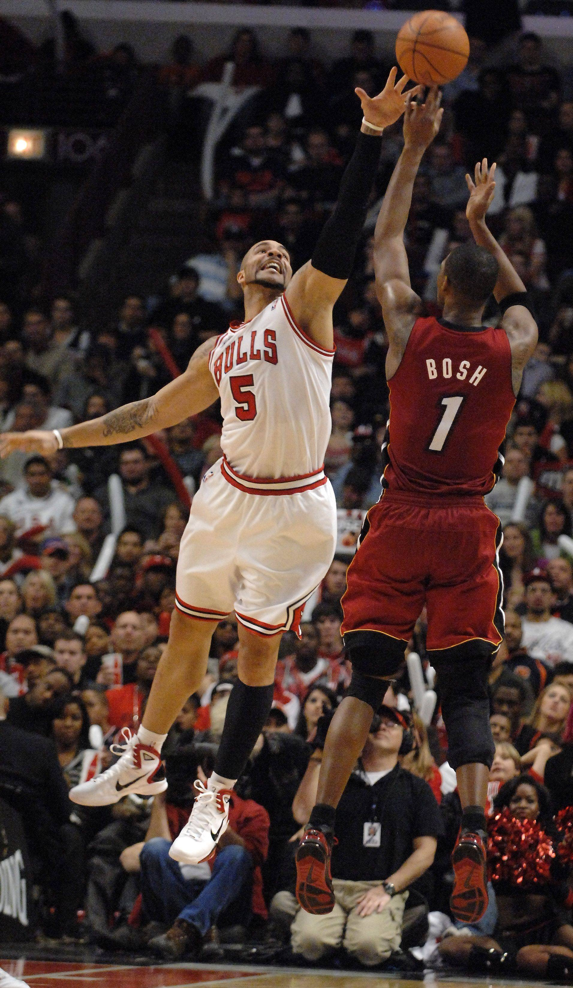 Miami Heat power forward Chris Bosh shoots over Chicago Bulls power forward Carlos Boozer during Saturday's game at the United Center in Chicago.