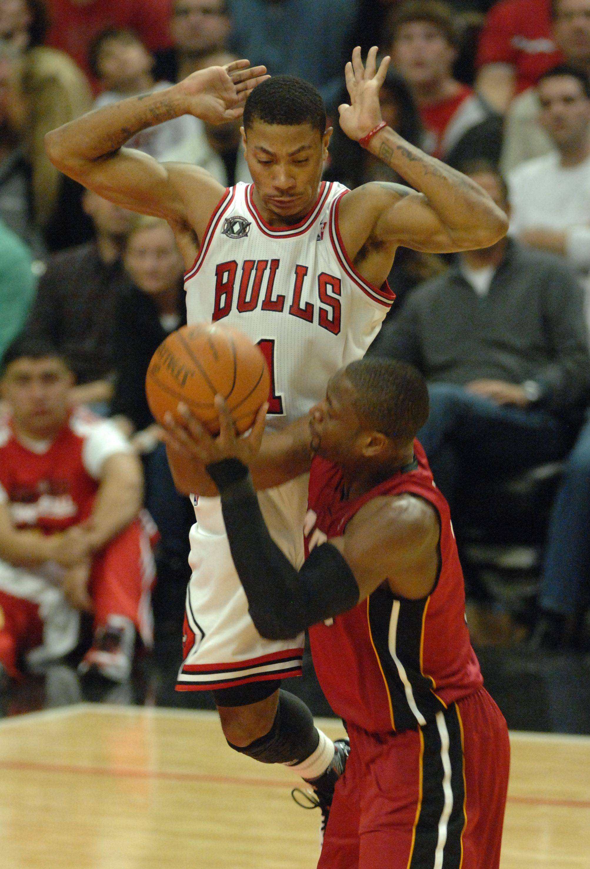 Derrick Rose puts the defensive pressure on Miami's Dwayne Wade during the fourth quarter Saturday at the United Center.