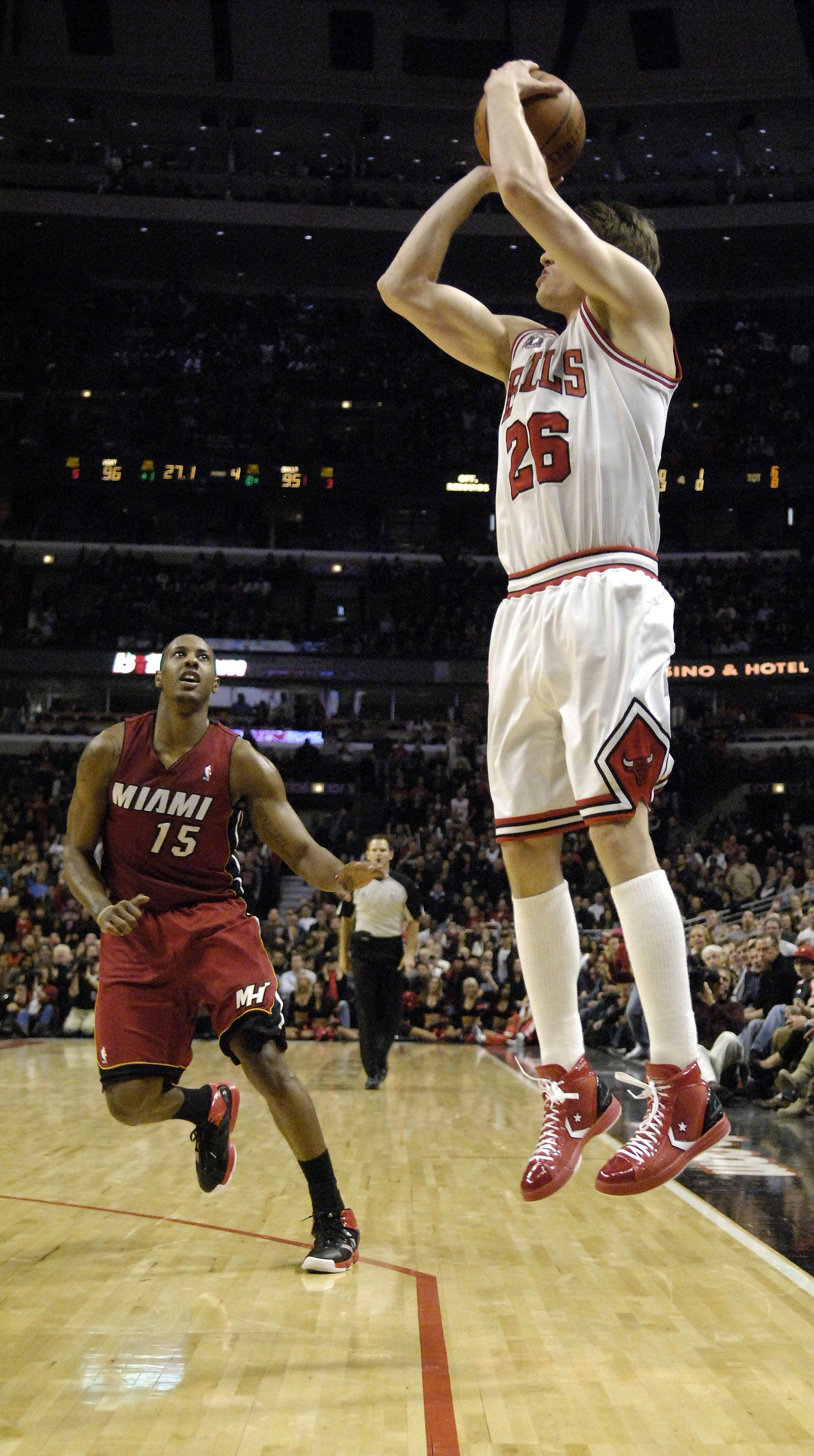 Chicago Bulls shooting guard Kyle Korver makes a go-ahead 3-pointer in the final minute during Saturday's game against Miami at the United Center in Chicago.