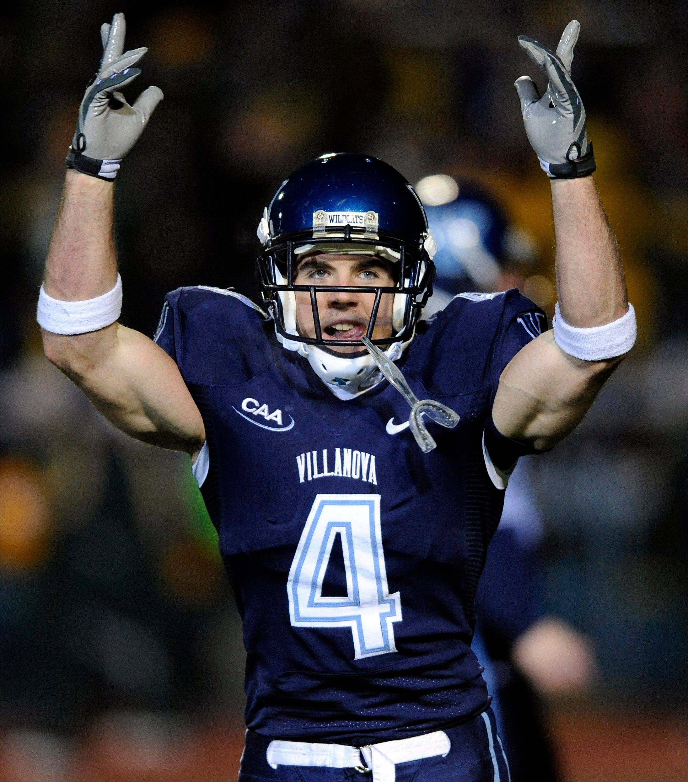 Villanova wide receiver Matt Szczur has signed a minor-league contract with the Cubs and will give up football.