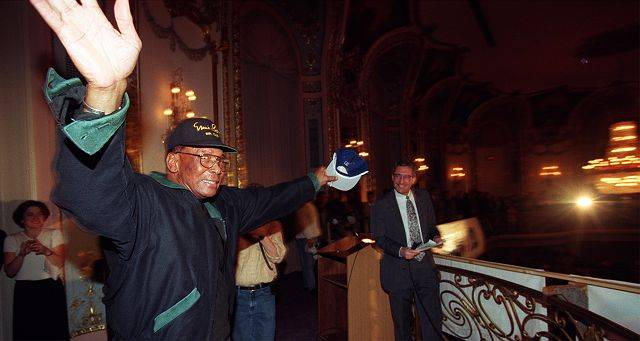 Ernie Banks at the 1998 Cubs Convention.