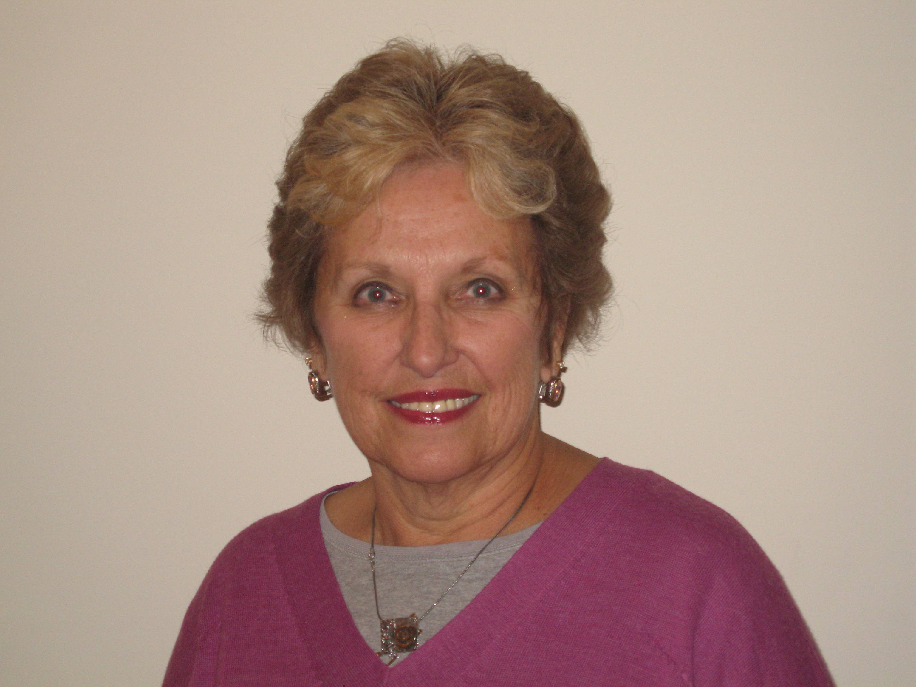 Doris M. Benes, running for Algonquin Area library
