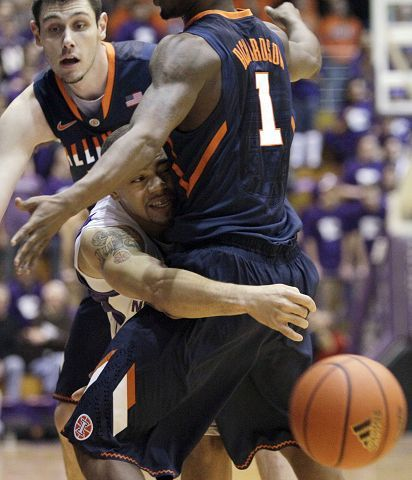 "Northwestern's Michael ""Juice"" Thompson, center, passes against Illinois' Mike Tisdale, left, and D.J. Richardson during their Big Ten game in Evanston on Saturday. Thompson led all scorers with 22 points in the 71-70 Wildcat victory."