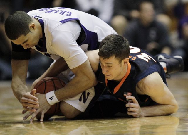 Northwestern's Drew Crawford, left, and Illinois' Bill Cole battle for a loose ball Saturday in Evanston. Northwestern won 71-70.