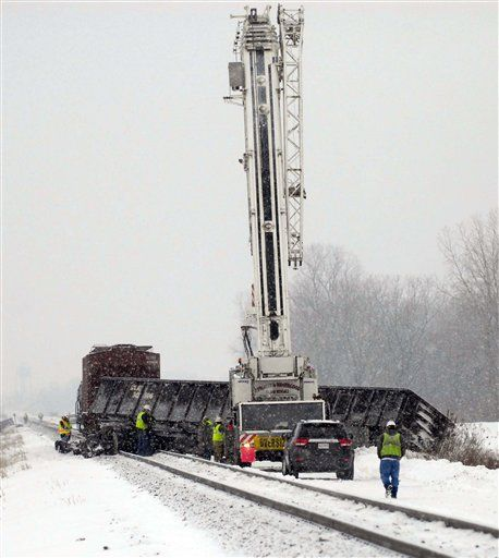 Chicago-Toronto freight train derails in Michigan
