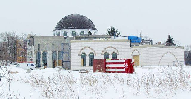 DarusSalam Foundation is constructing a mosque along the south side of North Avenue, just west of Swift Road near Lombard. The group is planning to seek permission from DuPage County to add more parking.