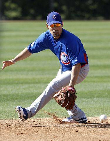Chicago Cubs' Augie Ojeda fields a ground ball during baseball spring training on Wednesday, Feb. 16, 2011, in Mesa, Ariz.