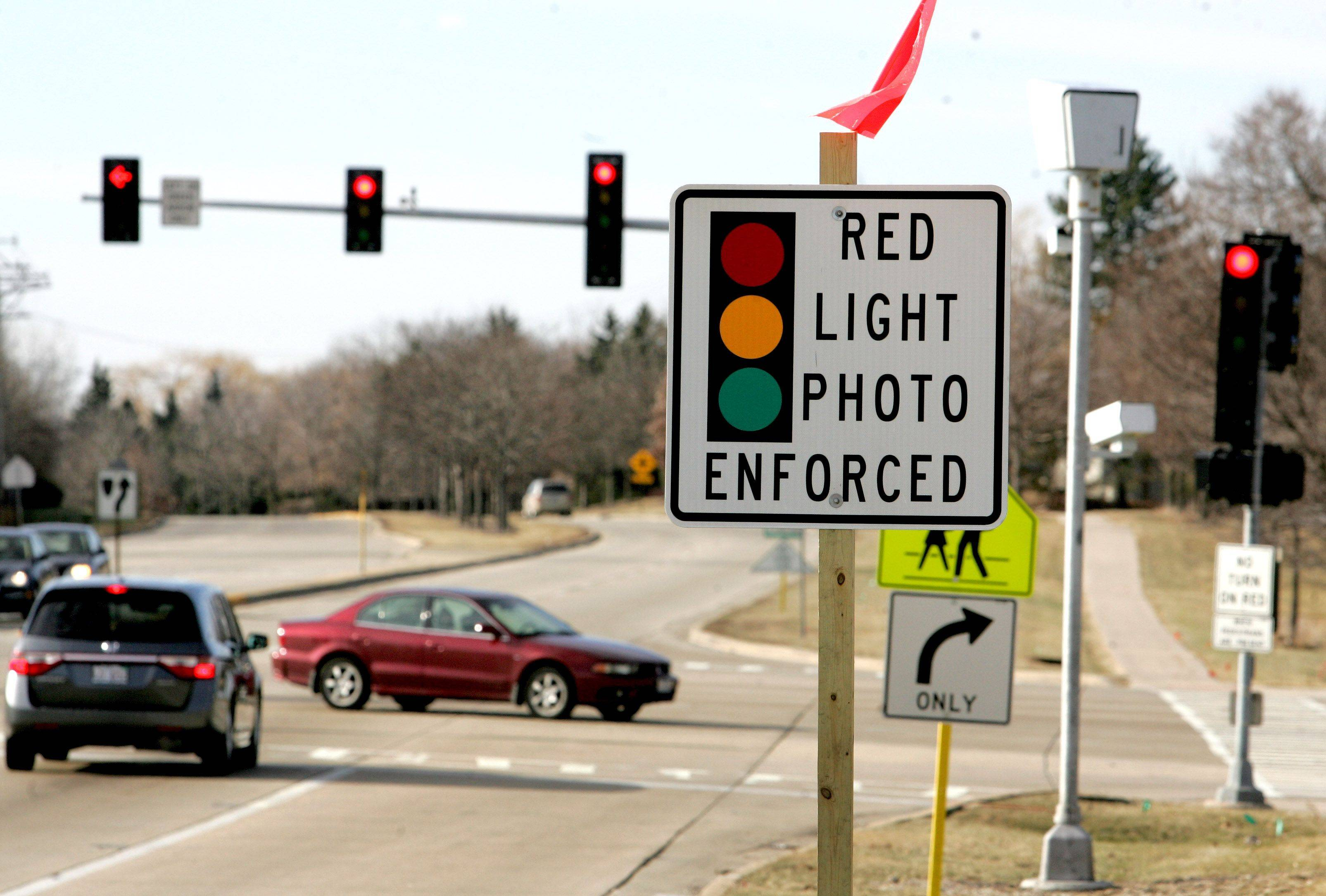 More than a year after putting the issue on hold, DuPage County Board members are slated to discuss the possibility of allowing red-light cameras at county-controlled intersections.