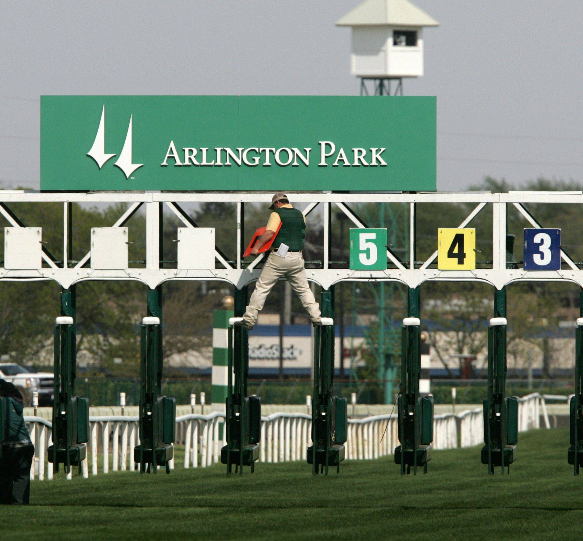 Arlington Park, in conjunction with the Illinois Thoroughbred Horsemen's Association, has come up with a financial incentive to help increase the number of larger fields (seven horses or more) than it had last season.