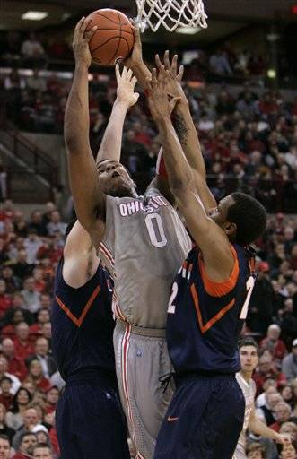 Ohio State's Jared Sullinger, center, goes up for a shot between Illinois' Mike Tisdale, left, and Jereme Richmond during the first half in Columbus, Ohio, Tuesday
