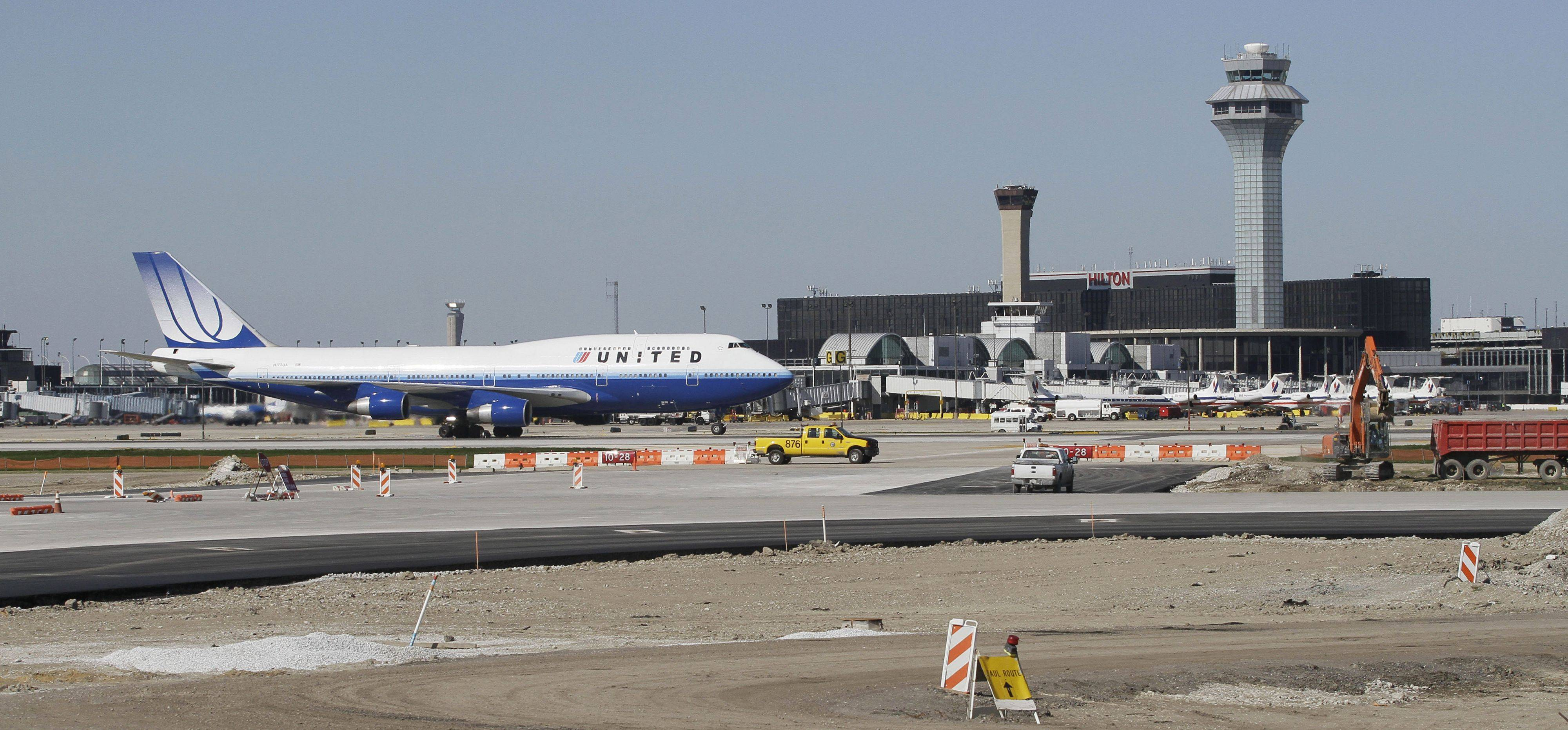 United and American airlines have reached a deal with the city of Chicago and federal authorities to build a new runway at O'Hare International Airport.