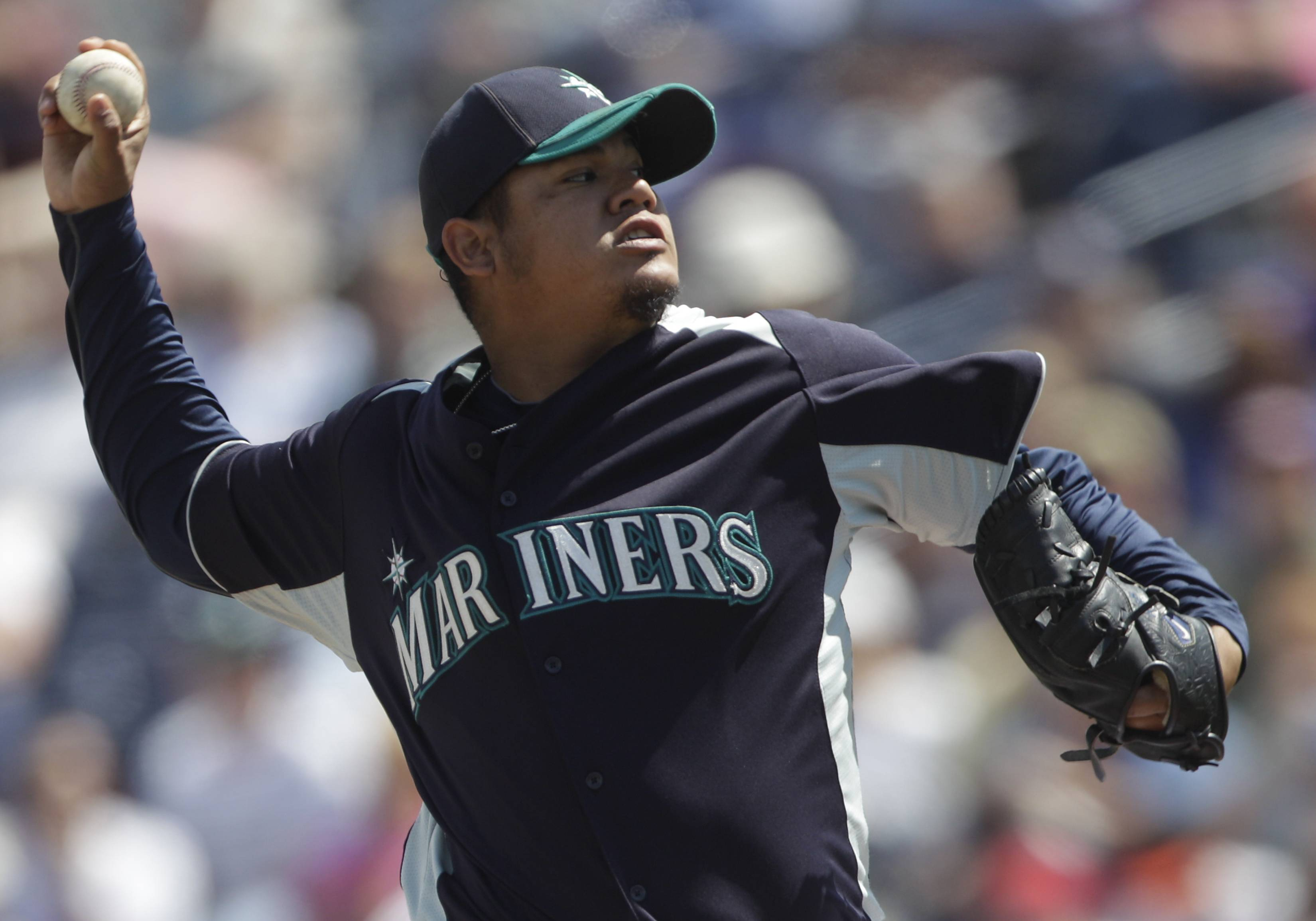 Seattle Mariners starting pitcher Felix Hernandez works in the second inning against the White Sox Tuesday.
