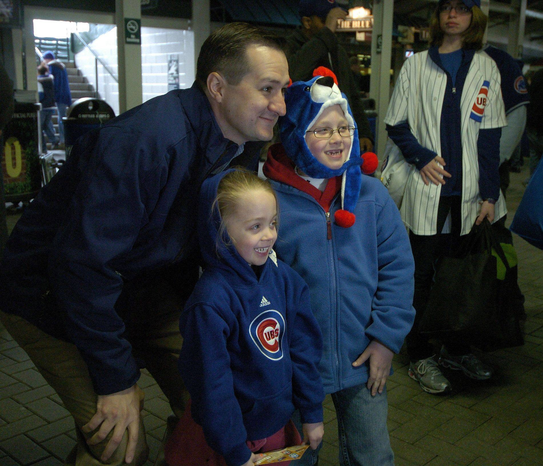 Ciara, 6, and Casey, 9, Mahan of Elburn stop for a photo of themselves with Chicago Cubs Chairman Tom Ricketts.