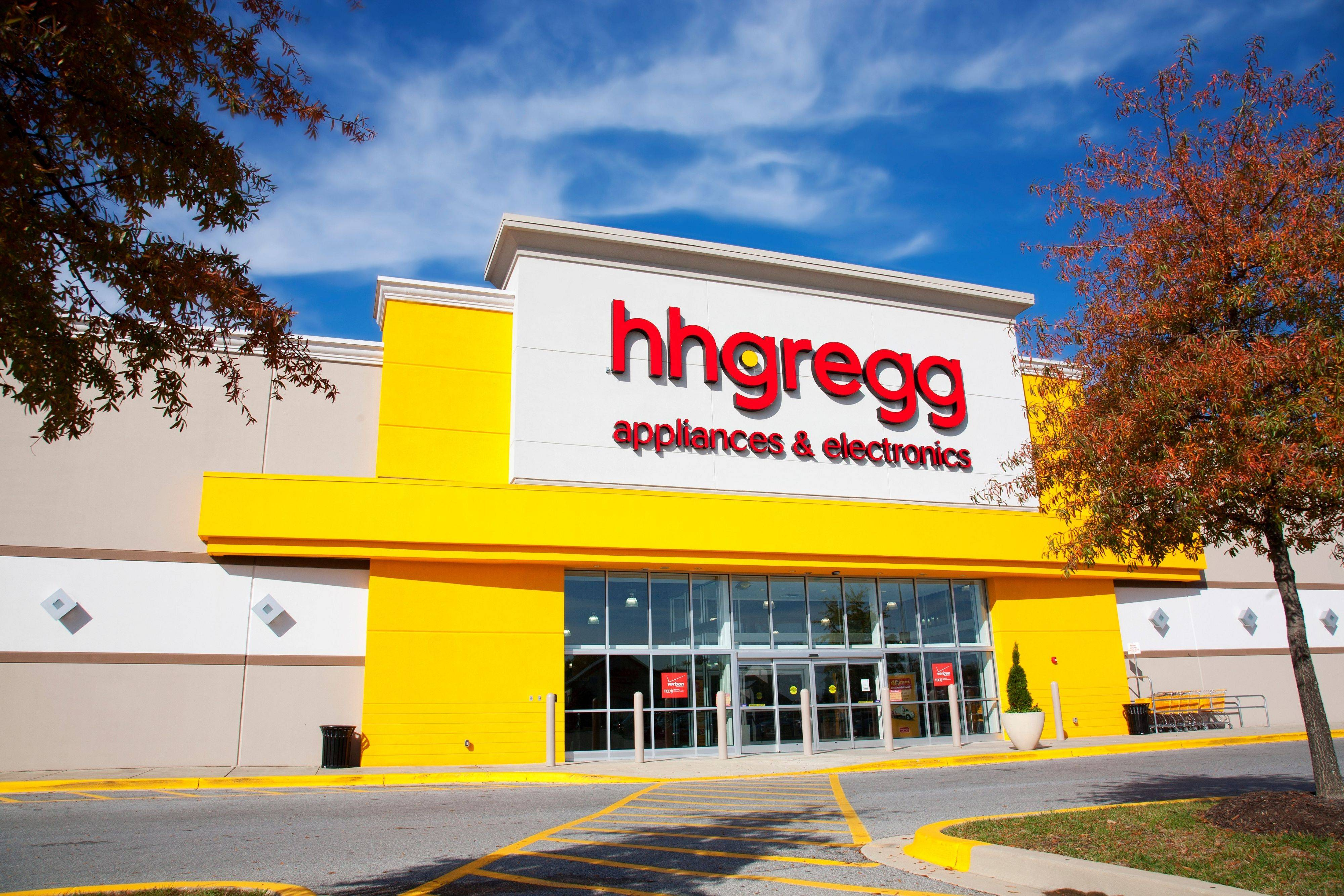 Indianapolis-based HHGregg, an electronics retailer, will be opening a new location in Arlington Heights this fall.