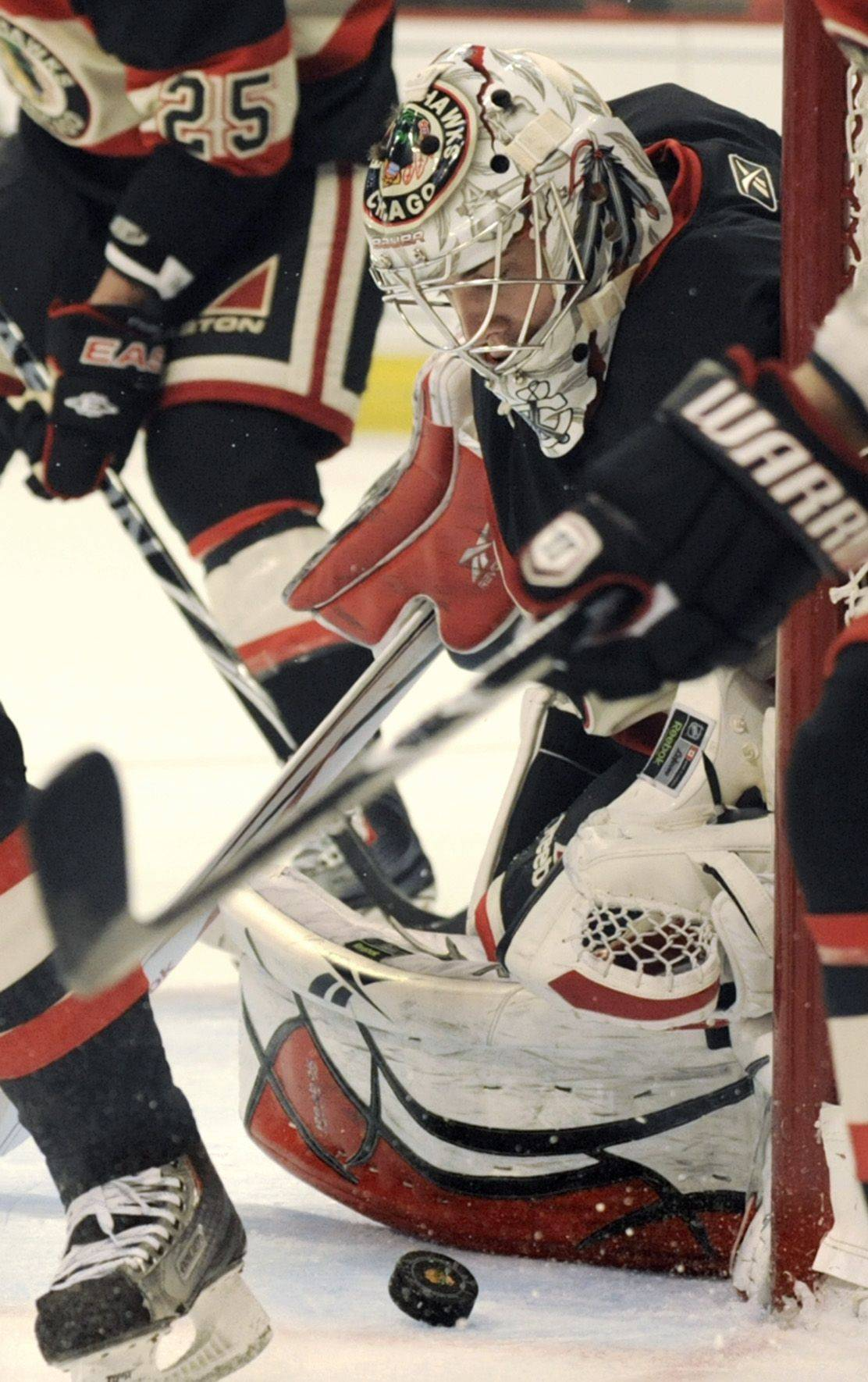 Blackhawks goalie Corey Crawford makes a save against the Lightning.