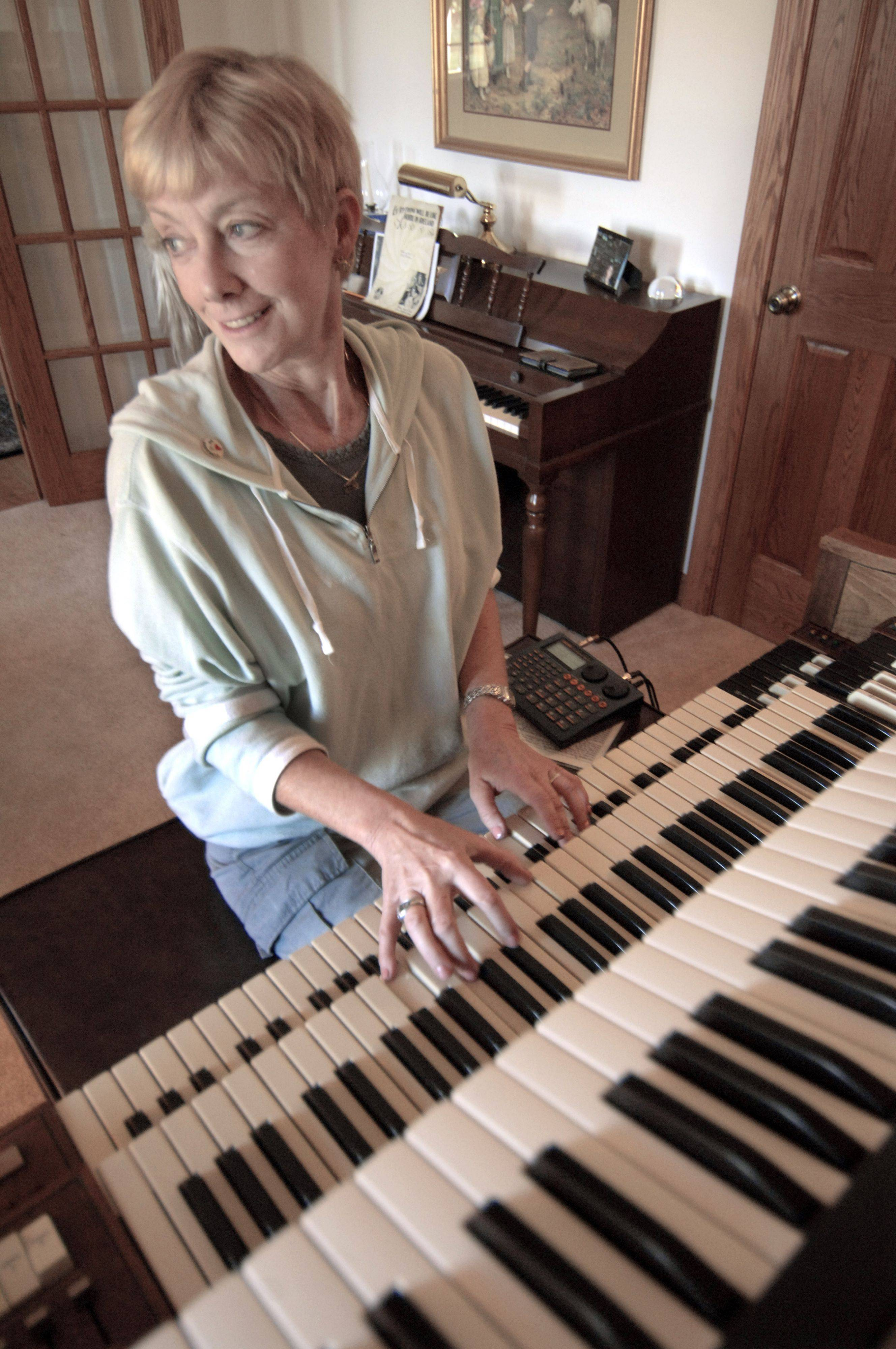 While this Hammond organ in her Mundelein home can still play all the ballpark favorites from her 41-year career, retired White Sox organist Nancy Faust will watch today's home opener on TV from a more comfy seat in her Mundelein home.