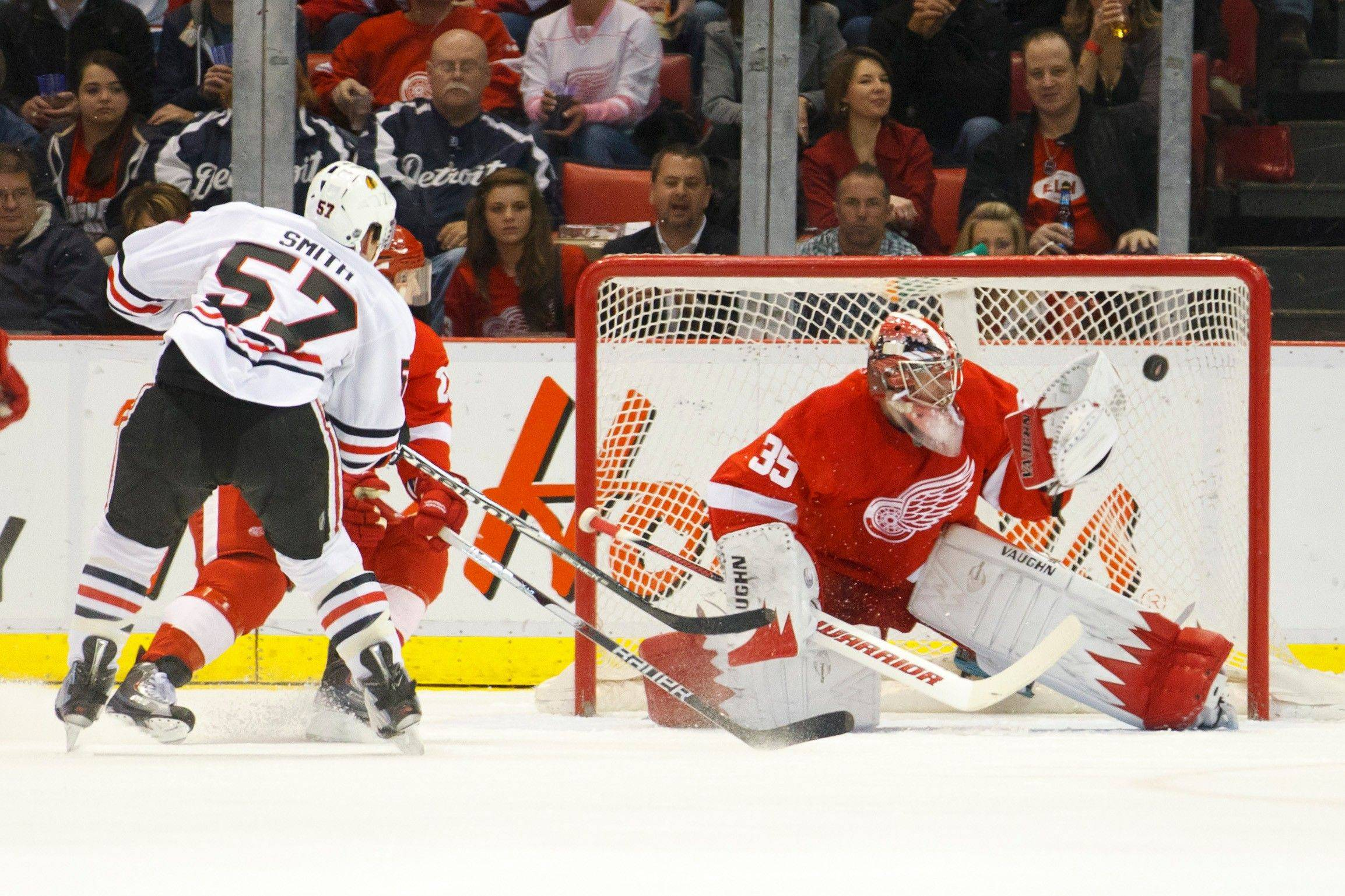 Ben Smith puts the puck past Red Wings goalie Jimmy Howard to give the Blackhawks a 2-0 lead in the first period Friday night in Detroit.