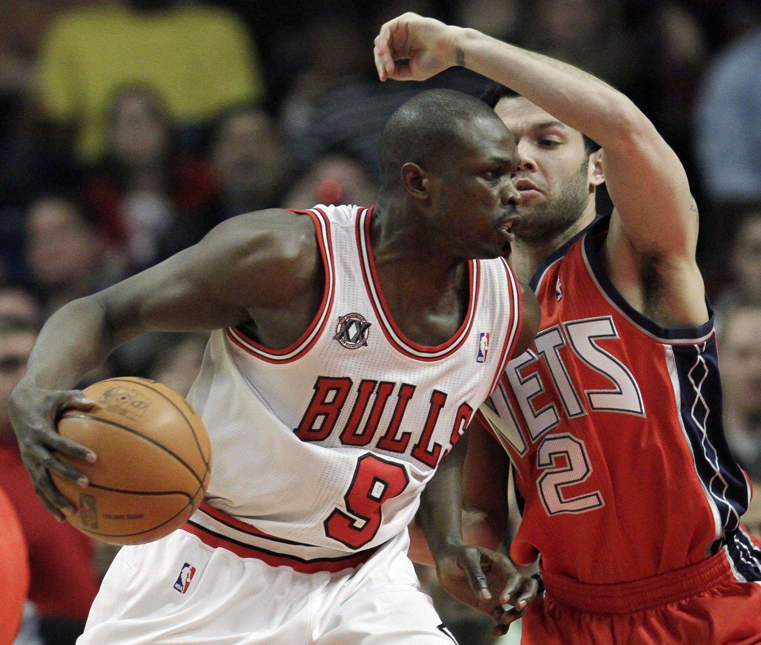 Luol Deng, left, drives to the basket as the Nets' Jordan Farmar guards during the first quarter Wednesday in Chicago.