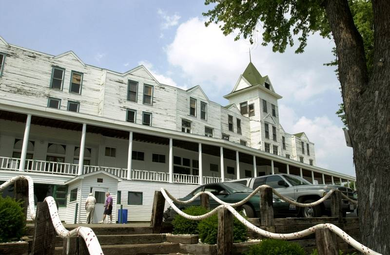 The Mineola Hotel In Fox Lake