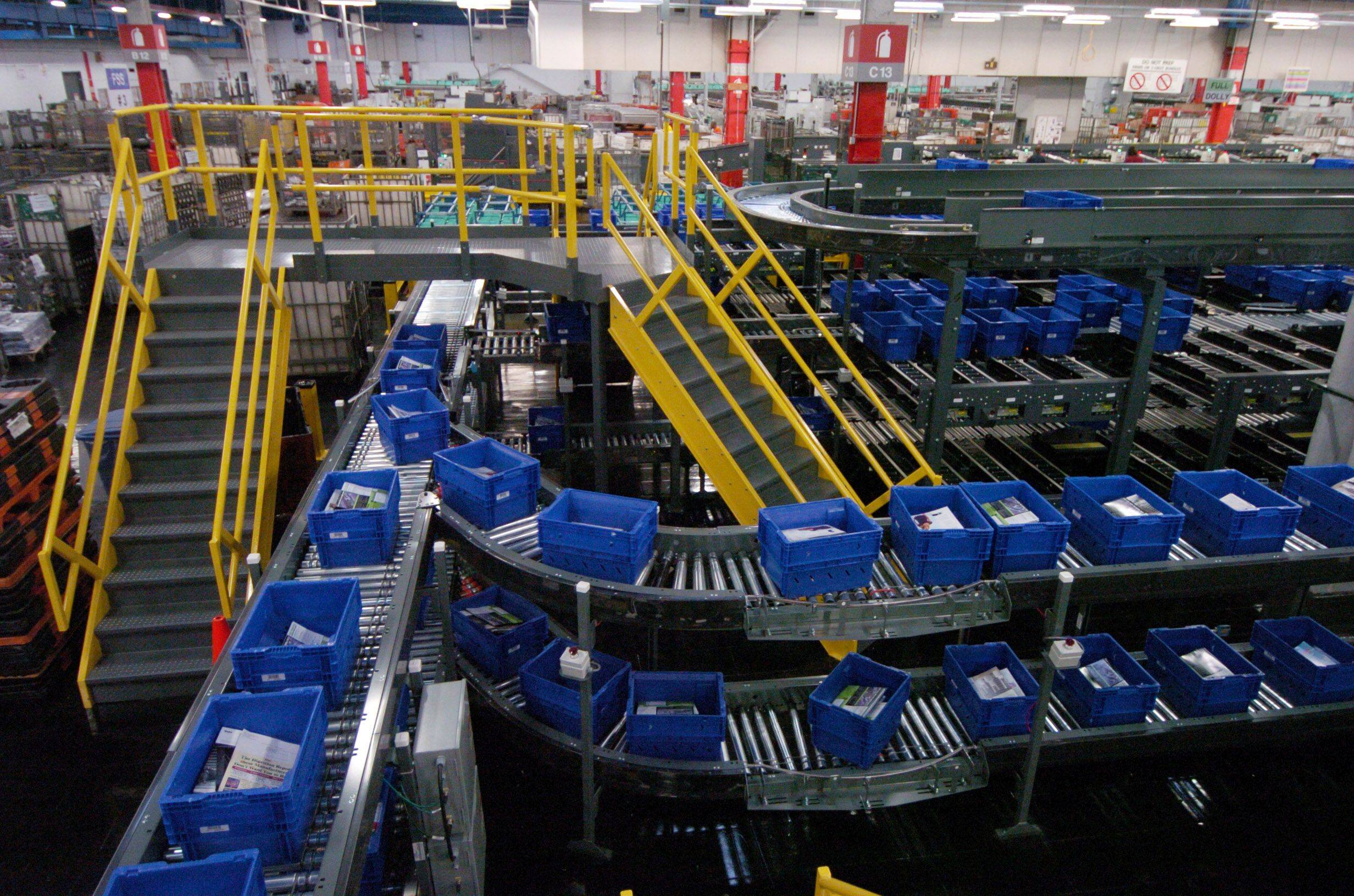 A new flat sequencing system machine processes large envelopes, magazines and catalogs at the U.S. Postal Service's Palatine Processing and Distribution center on Northwest Highway.