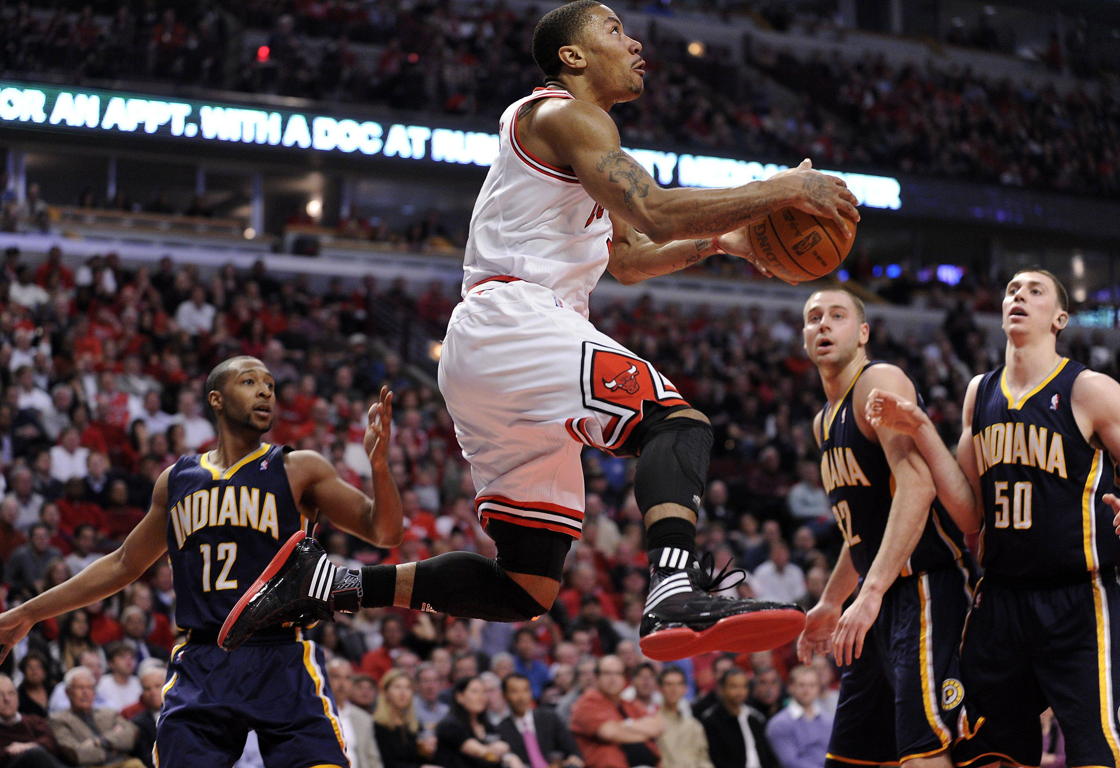 Derrick Rose goes airborne for the bucket in the second half.