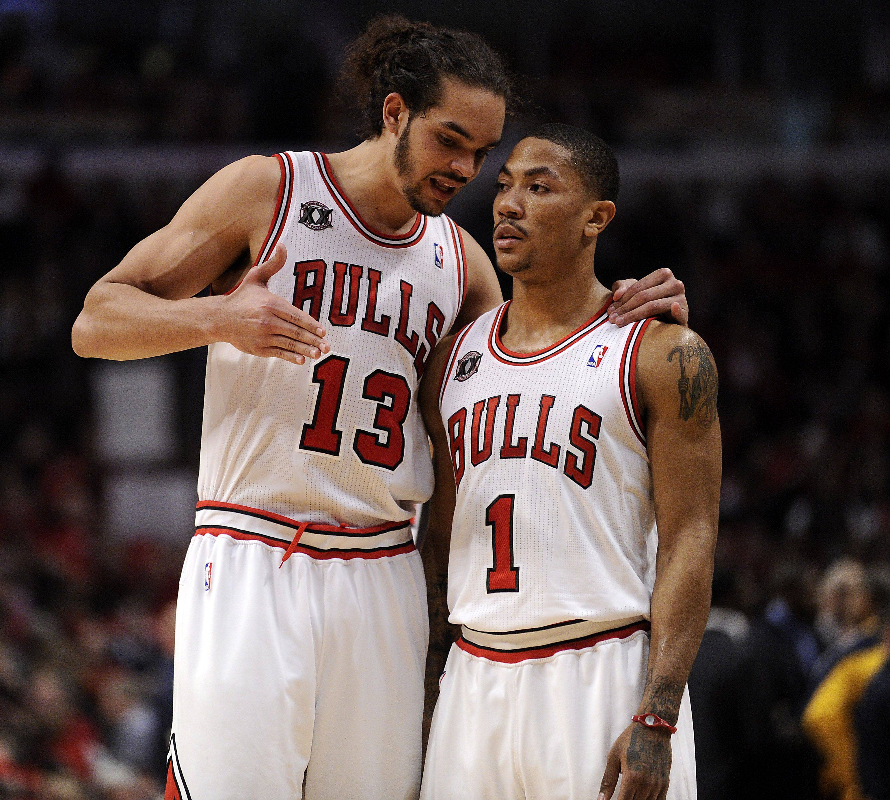 Derrick Rose and Joakim Noah talk over the game plan in the second half.