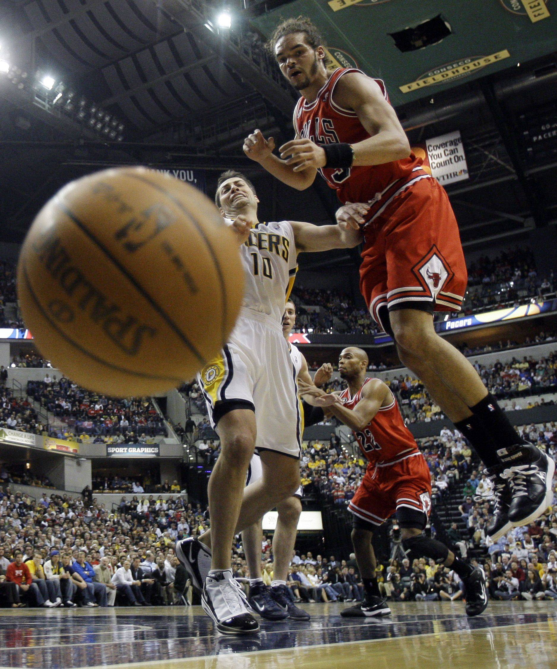 Indiana Pacers' Jeff Foster (10) and Chicago Bulls' Joakim Noah (13) battle for a loose ball during the first half.