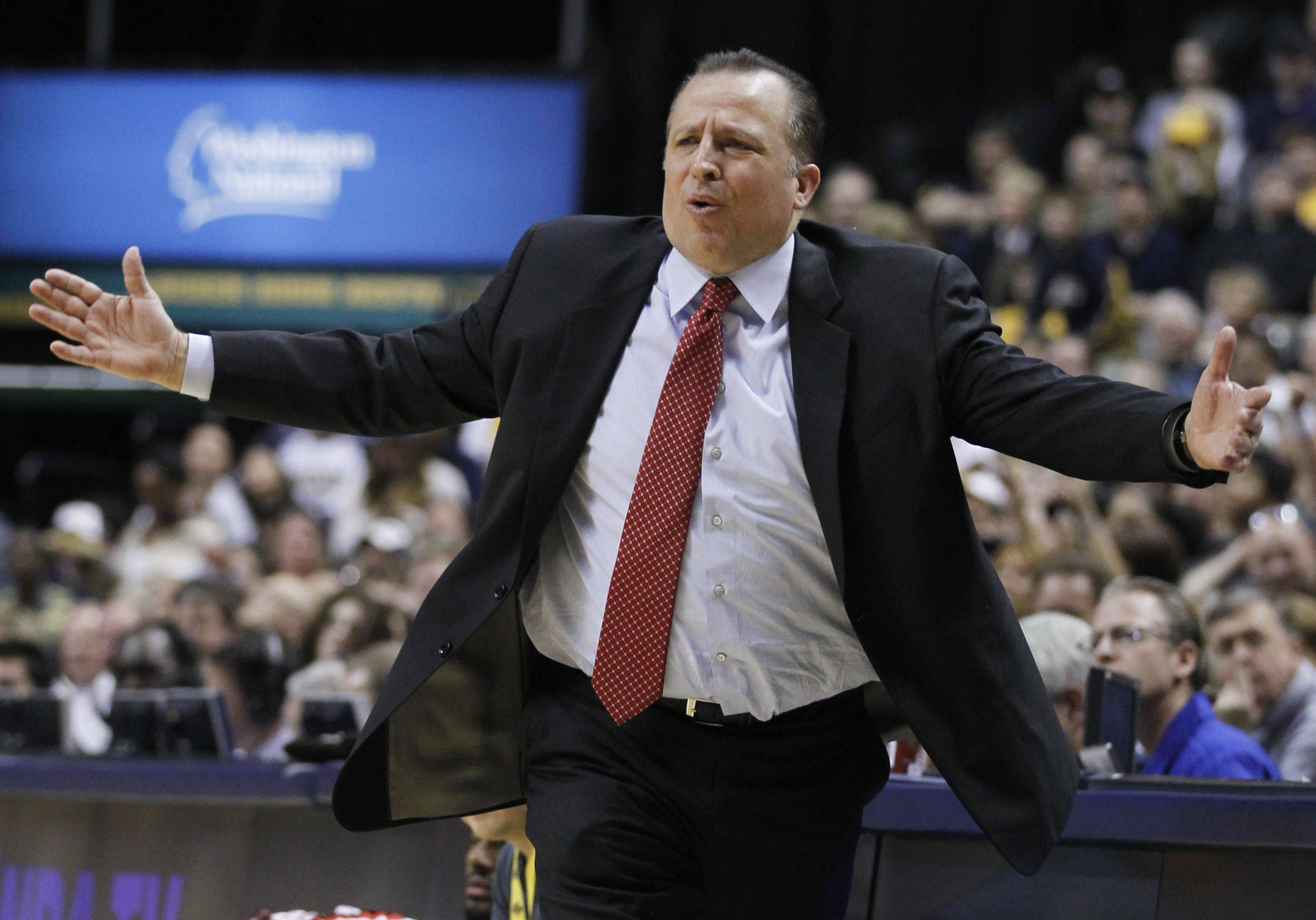 Chicago Bulls head coach Tom Thibodeau reacts during the first half.