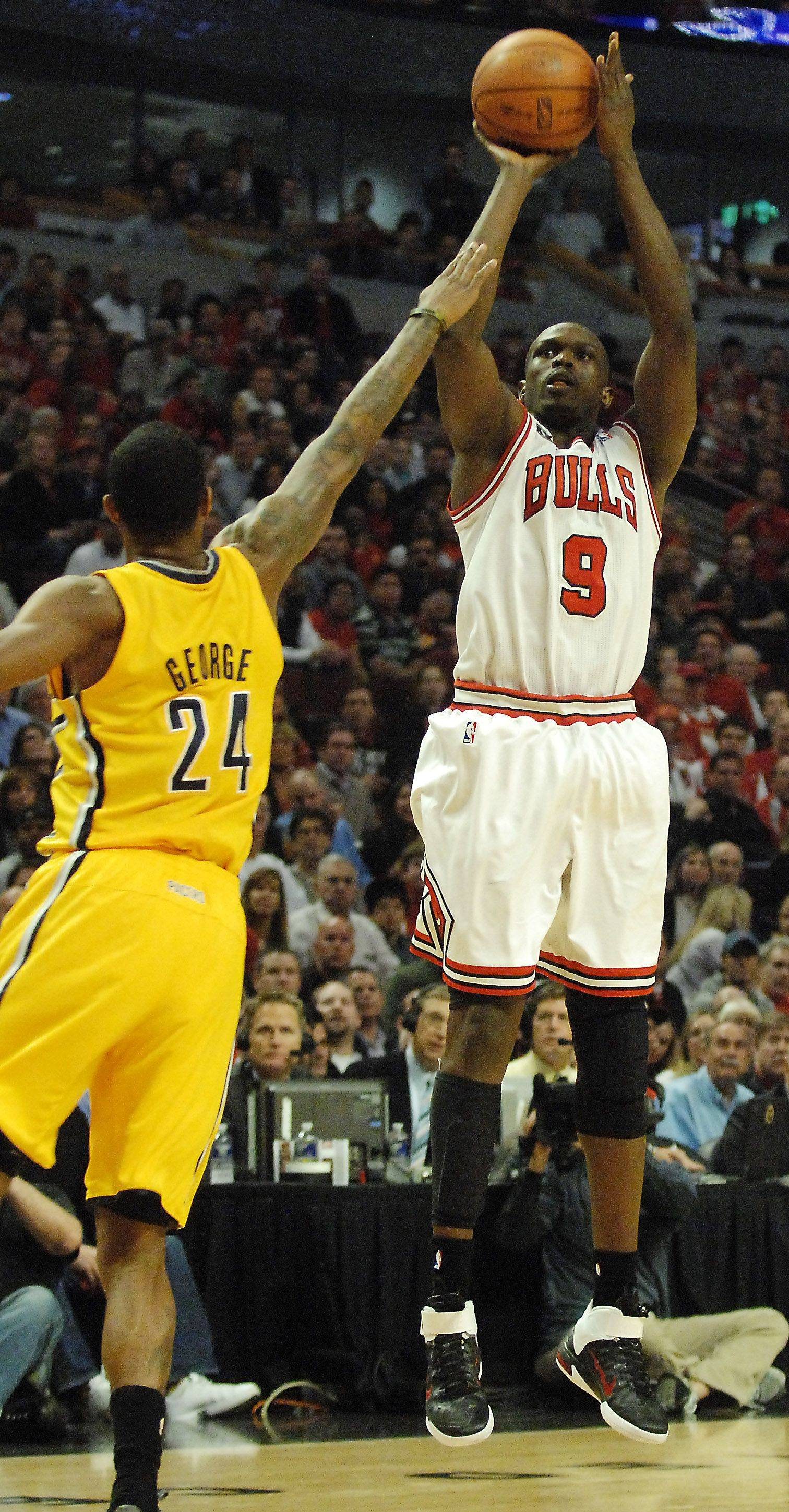 The Bulls' Luol Deng, here firing in 2 of his 24 points Tuesday night against the Pacers at the United Center, made sure Derrick Rose had plenty of support.