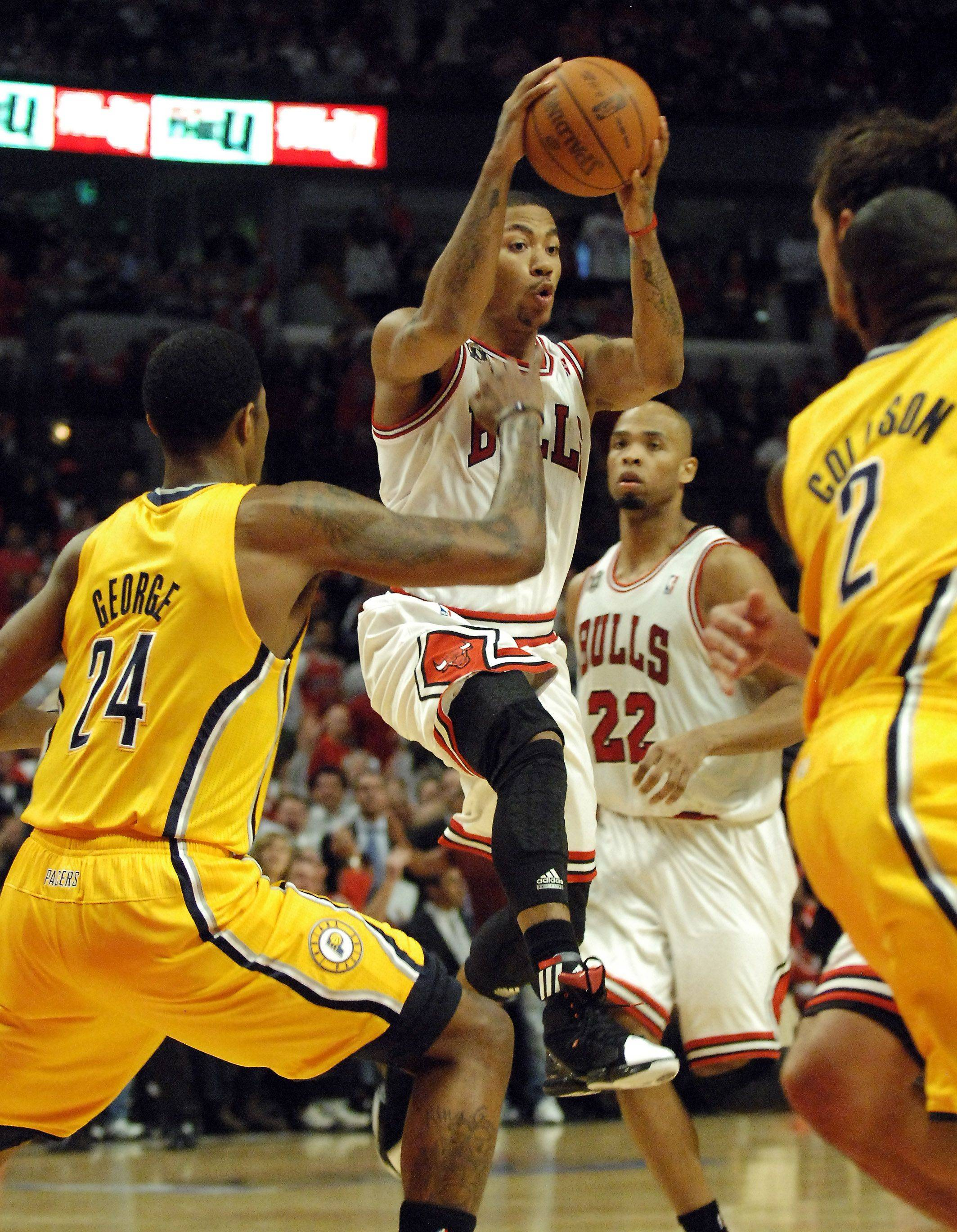 Bulls guard Derrick Rose looks to pass Tuesday.