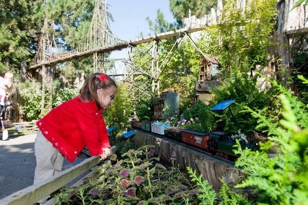 Railroad exhibit returns to Chicago Botanic Garden