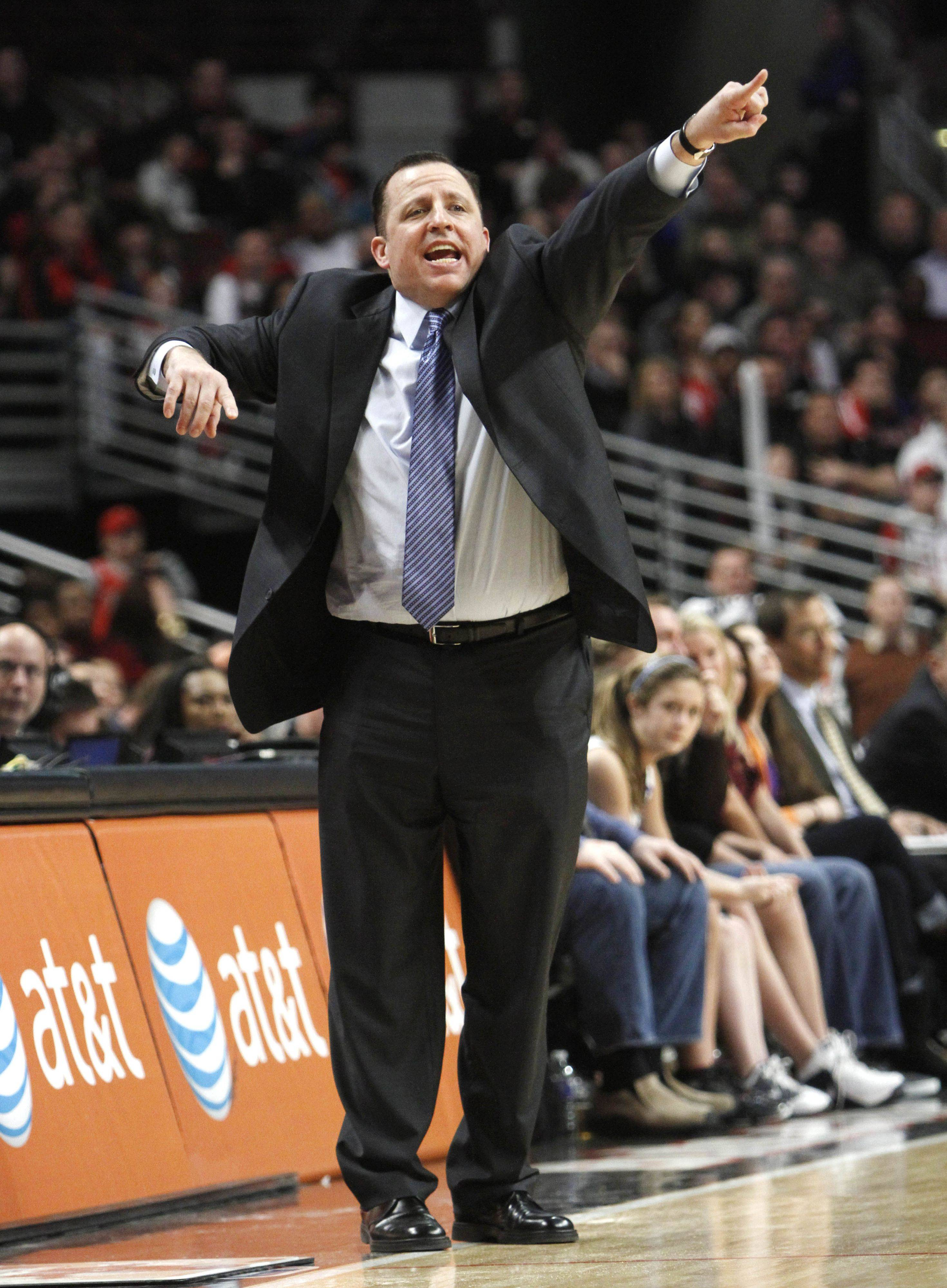 Chicago Bulls head coach Tom Thibodeau gives directions during the fourth quarter as the Bulls defeated the Indiana Pacers.