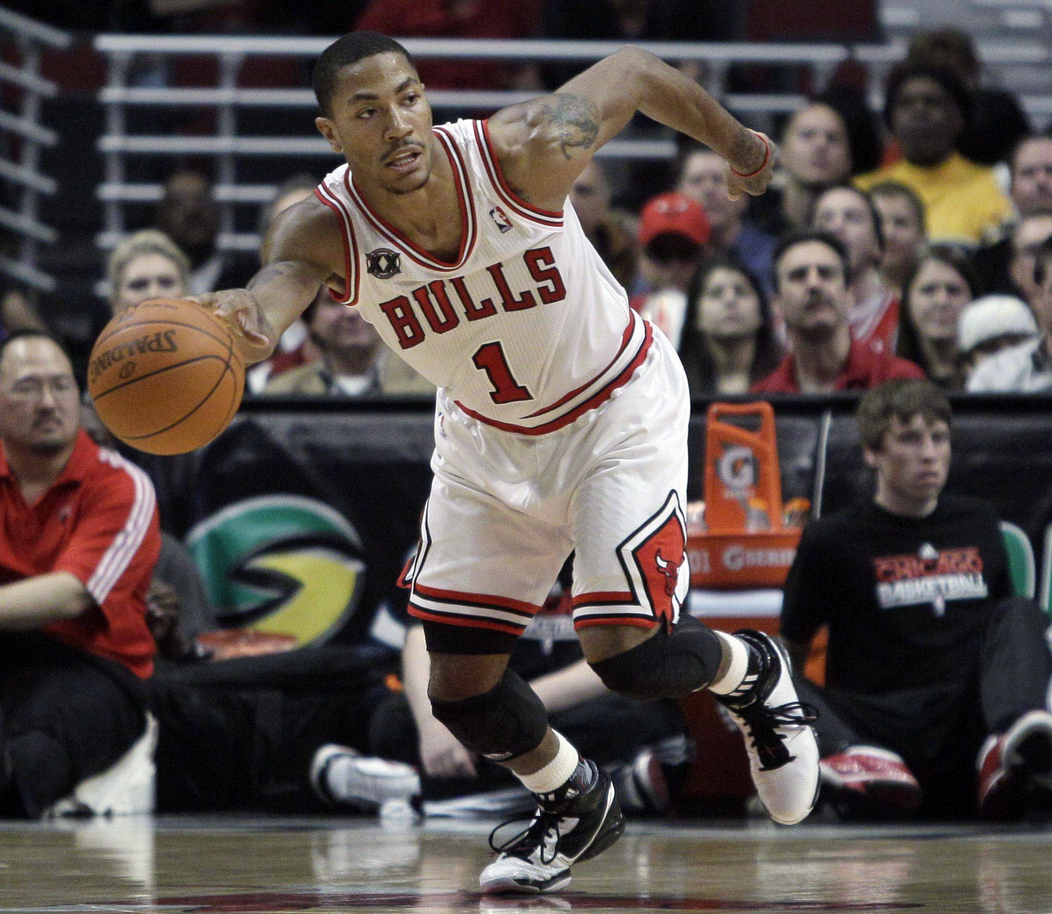 Chicago Bulls' Derrick Rose looks to a pass during the third quarter of an NBA basketball game against the Golden State Warriors in Chicago, Thursday, Nov. 11, 2010. The Bulls won 120-90.