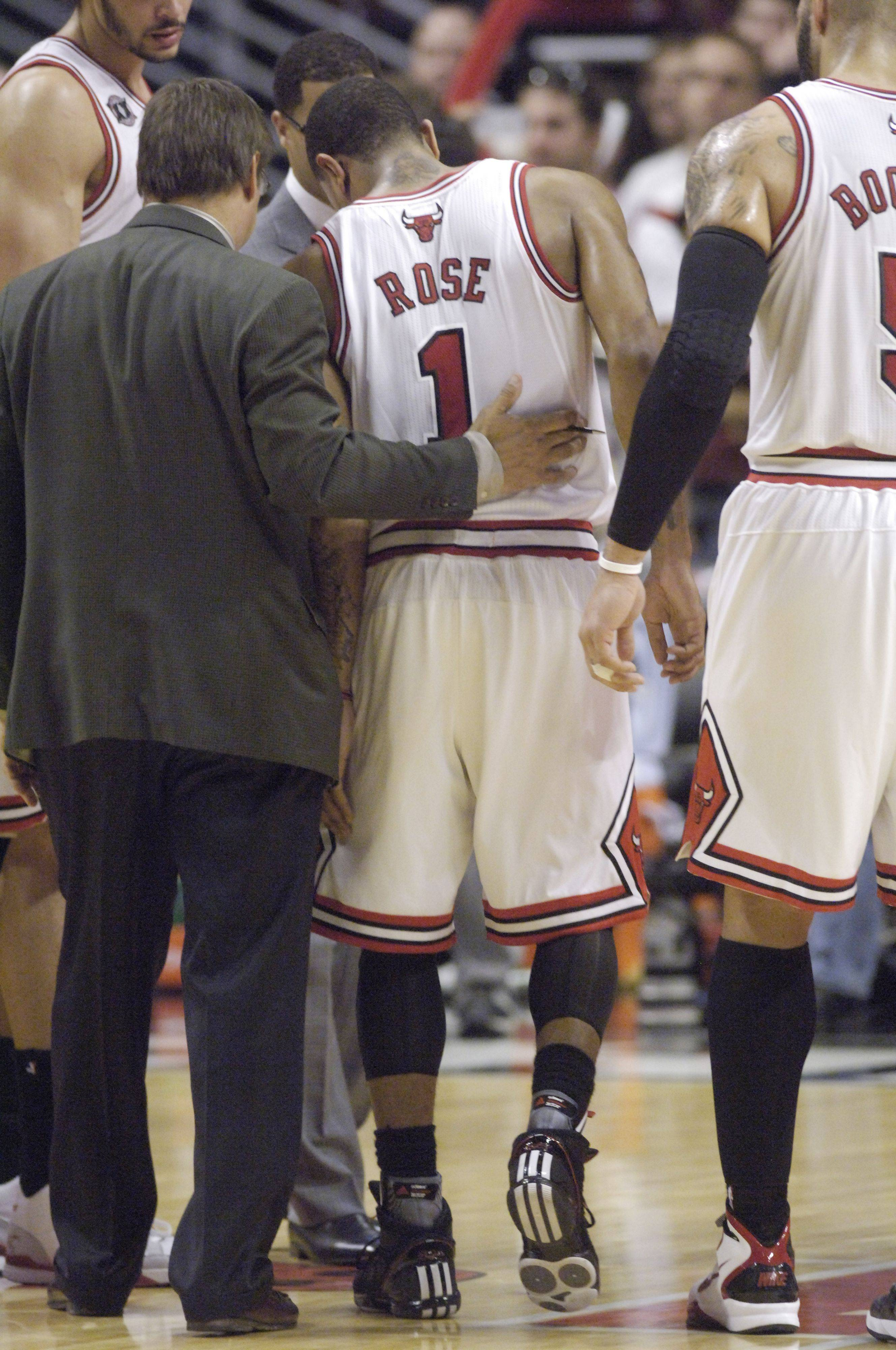 Derrick Rose limps off the court after Monday's game at the United Center.